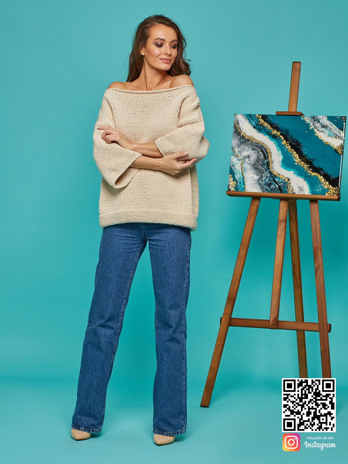 На шестой фотографии женский летний свитер крупной вязки от Shapar, бренда вязаной одежды ручной работы в интернет-магазине связанных спицами вещей.