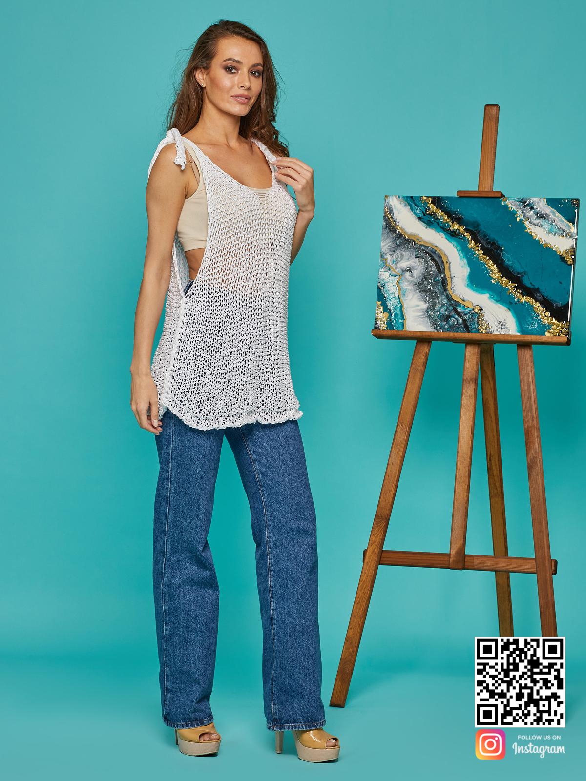 На четвертой фотографии летняя майка сетка от Shapar, бренда вязаной одежды ручной работы в интернет-магазине связанных спицами вещей.