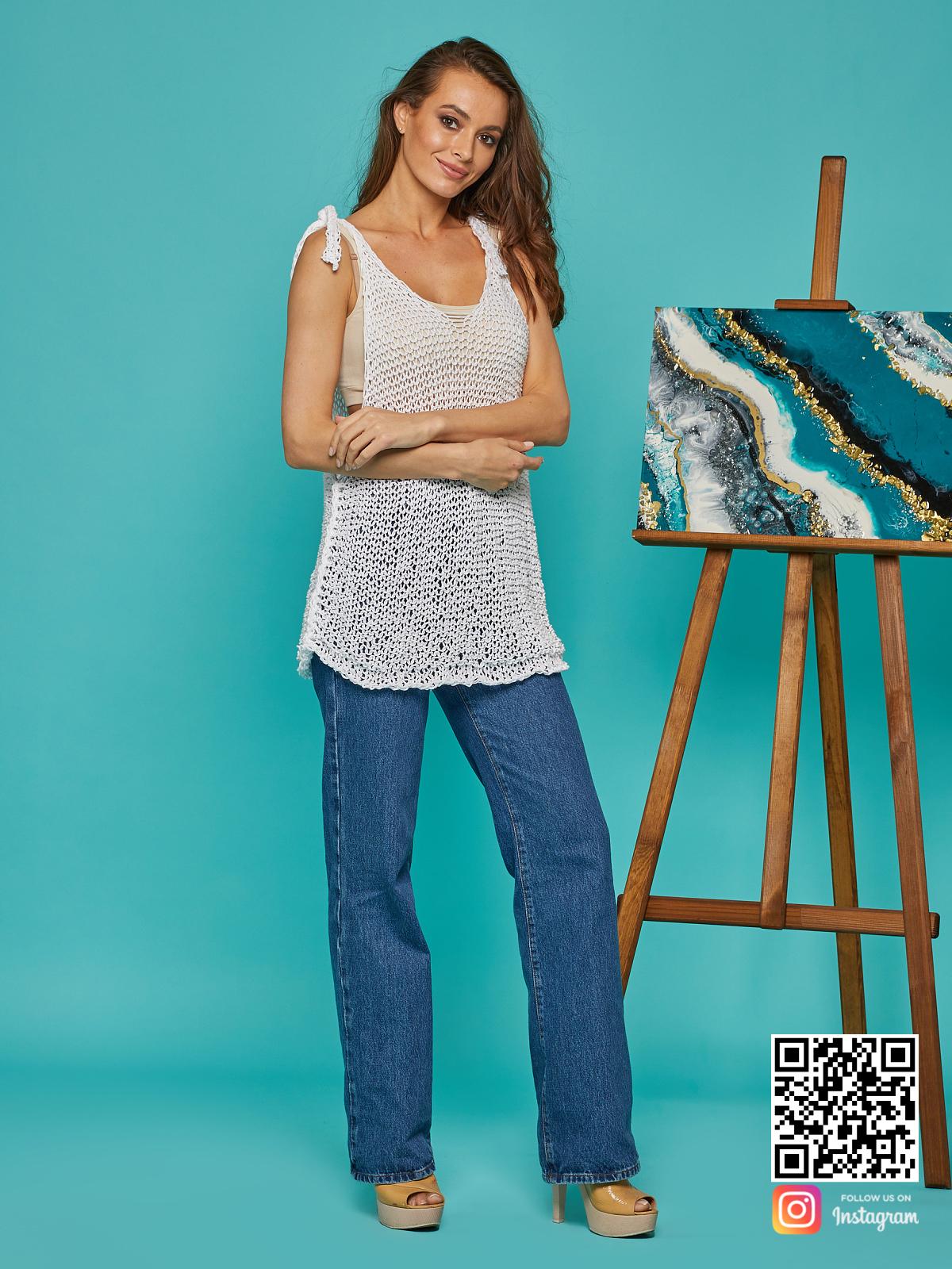 На третьей  фотографии белая майка сетка от Shapar, бренда вязаной одежды ручной работы в интернет-магазине связанных спицами вещей.
