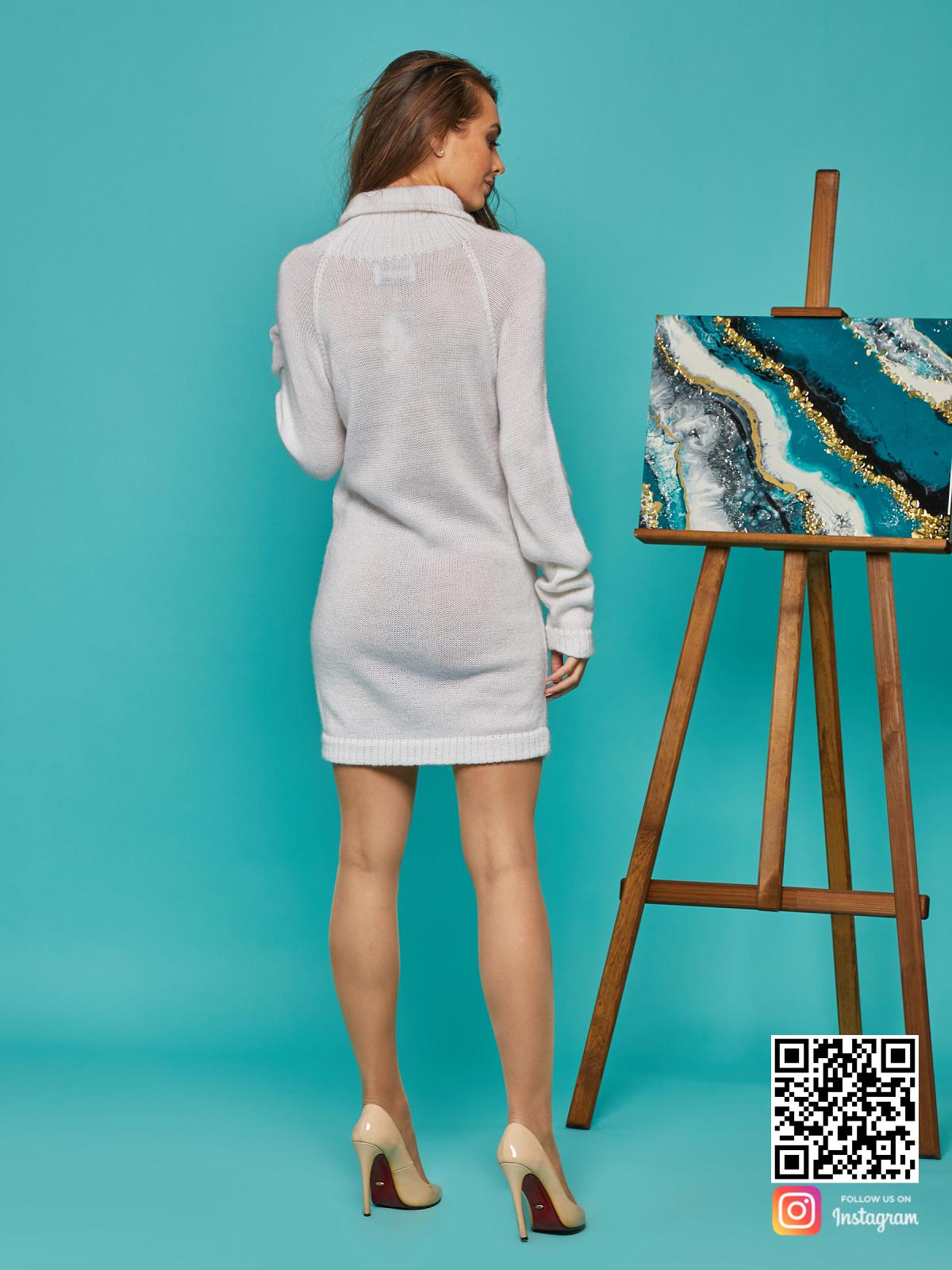На четвертой фотографии мохеровый свитер для девушек от Shapar, бренда вязаной одежды ручной работы в интернет-магазине связанных спицами вещей.