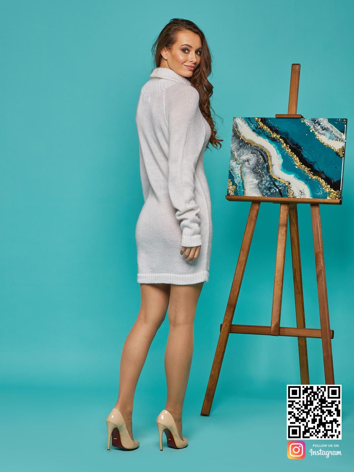 На второй фотографии женский мохеровый свитер со спины от Shapar, бренда вязаной одежды ручной работы в интернет-магазине связанных спицами вещей.