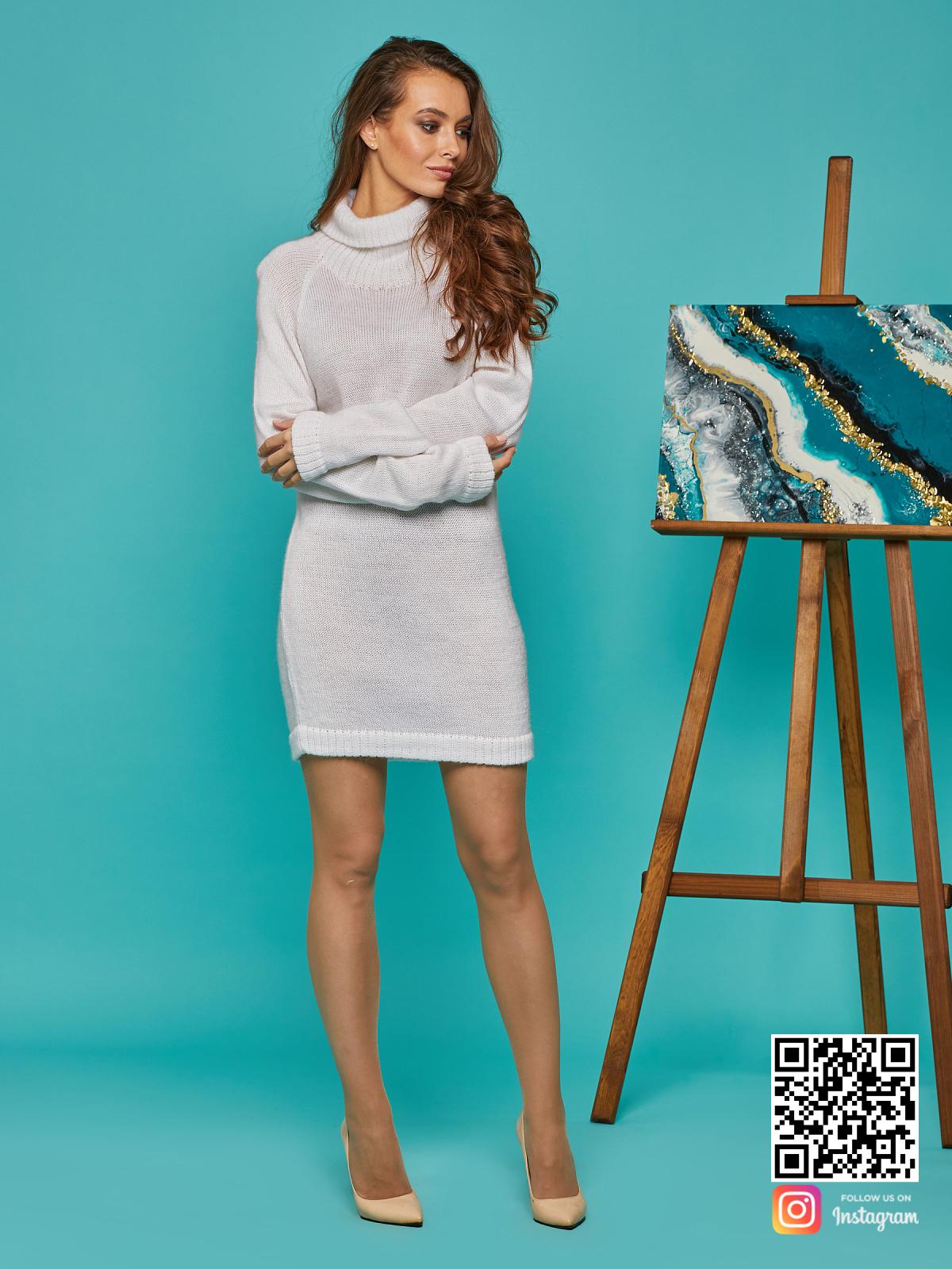На пятой фотографии удлиненный женский мохеровый свитер от Shapar, бренда вязаной одежды ручной работы в интернет-магазине связанных спицами вещей.