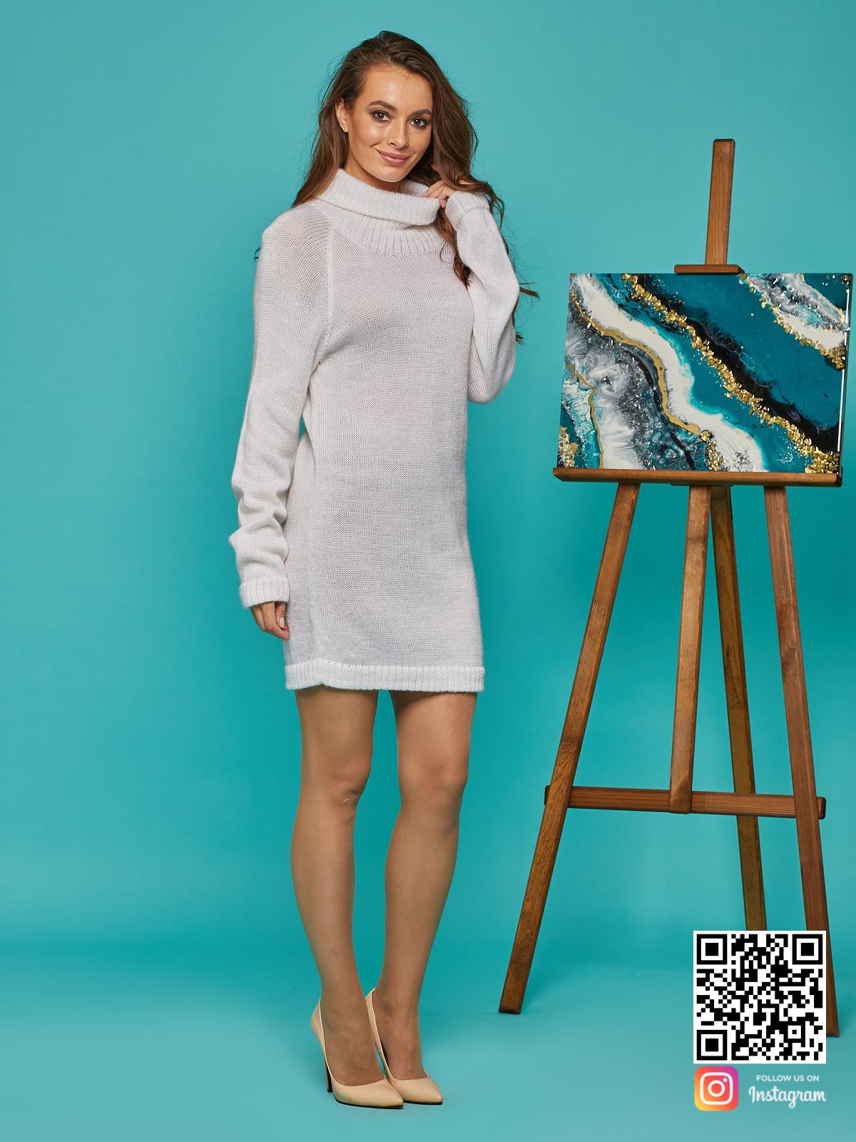 На третьей фотографии женский мохеровый свитер с высоким горлом от Shapar, бренда вязаной одежды ручной работы в интернет-магазине связанных спицами вещей.