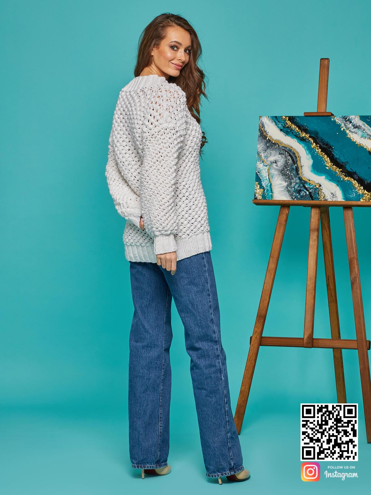 На шестой фотографии удлиненный женский молодежный пуловер от Shapar, бренда вязаной одежды ручной работы в интернет-магазине связанных спицами вещей.