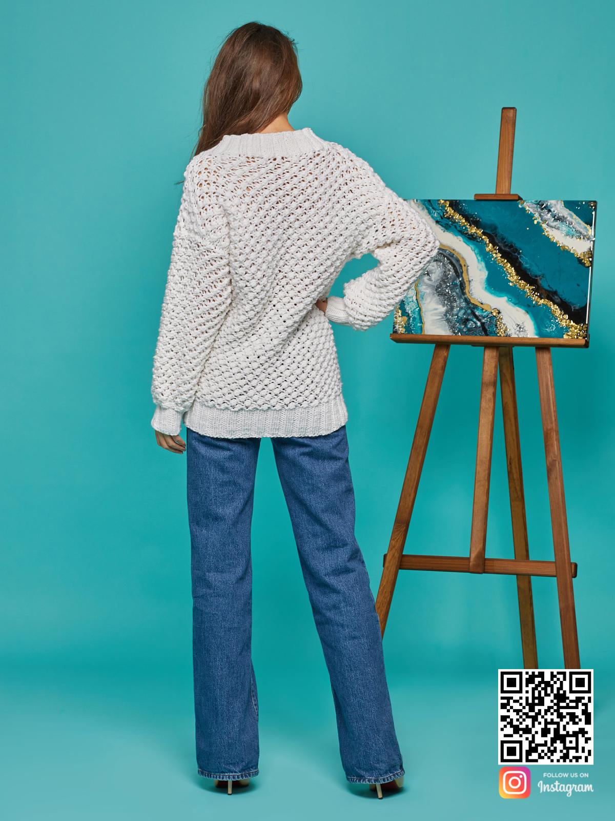 На второй фотографии женский молодежный пуловер со спины от Shapar, бренда вязаной одежды ручной работы в интернет-магазине связанных спицами вещей.