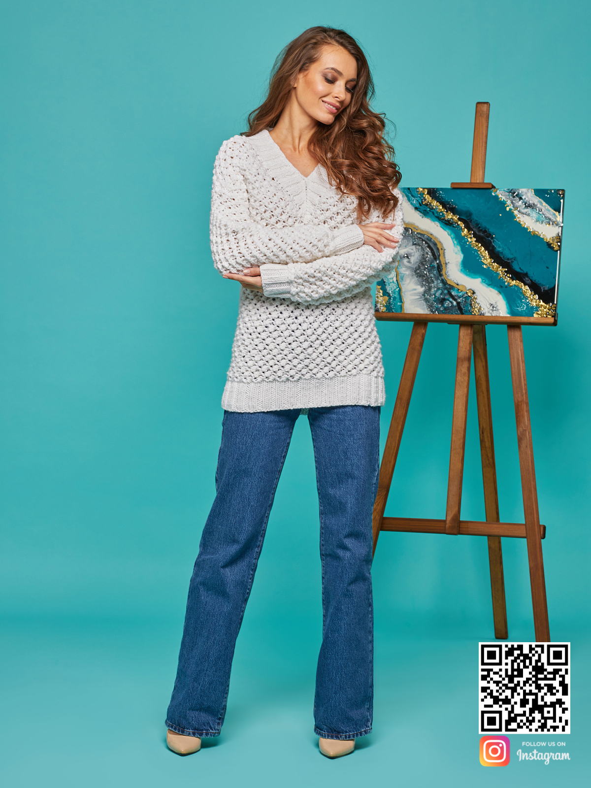 На четвертой фотографии женский молодежный свитер-платье от Shapar, бренда вязаной одежды ручной работы в интернет-магазине связанных спицами вещей.