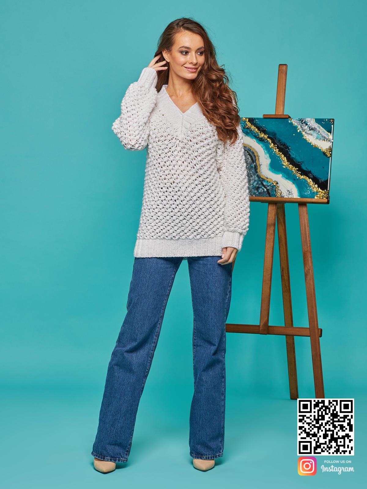 На третьей фотографии длинный женский молодежный пуловер от Shapar, бренда вязаной одежды ручной работы в интернет-магазине связанных спицами вещей.