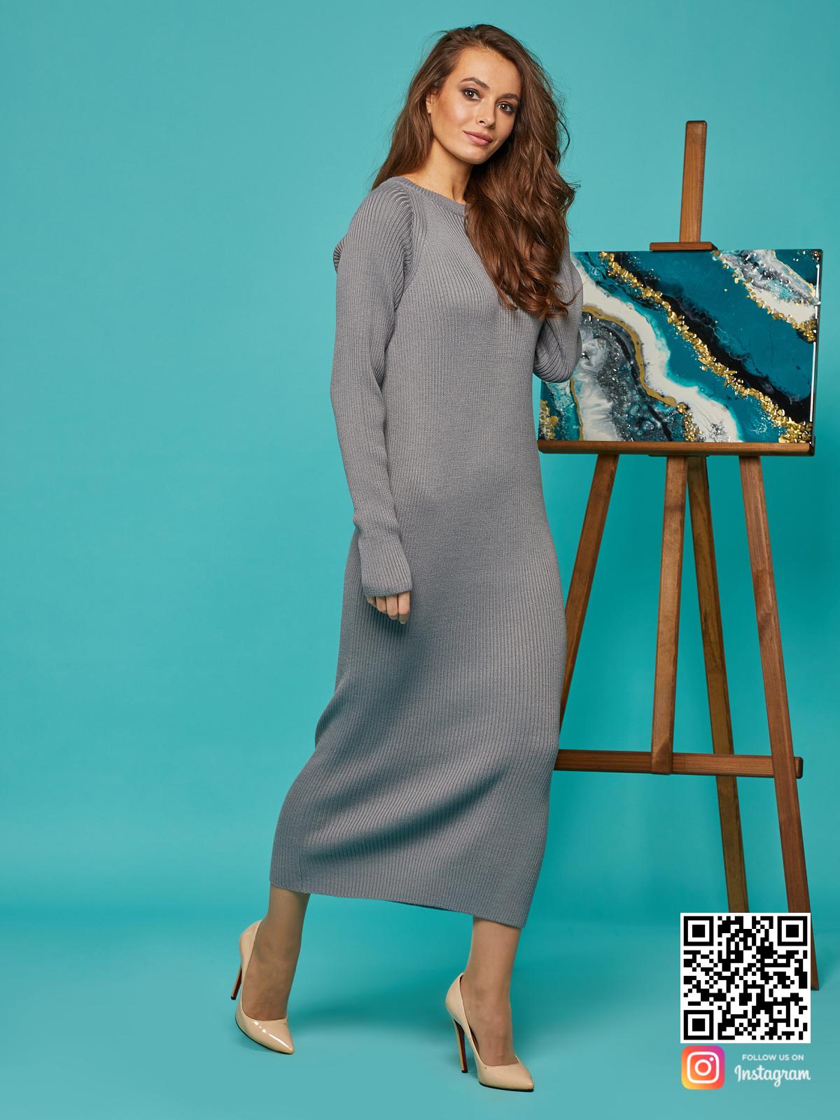На третьей фотографии классическое платье лапша серое от Shapar, бренда вязаной одежды ручной работы в интернет-магазине связанных спицами вещей.