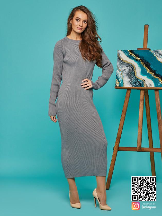 На фотографии платье лапша серое от Shapar, бренда вязаной одежды ручной работы в интернет-магазине связанных спицами вещей.