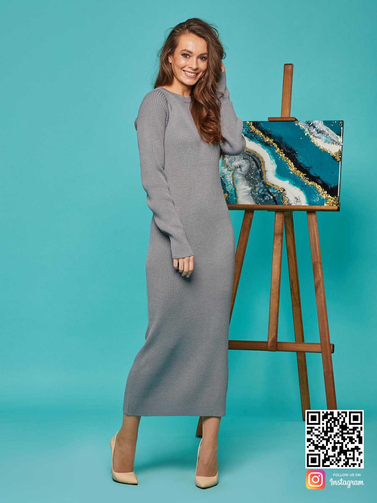 На пятой фотографии длинное платье лапша серое от Shapar, бренда вязаной одежды ручной работы в интернет-магазине связанных спицами вещей.