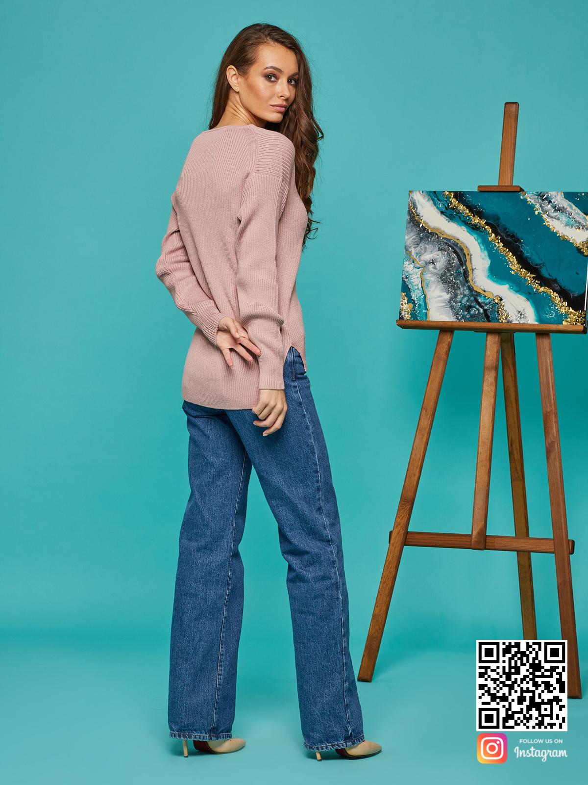 На второй фотографии женский розовый пуловер со спиныот Shapar, бренда вязаной одежды ручной работы в интернет-магазине связанных спицами вещей.