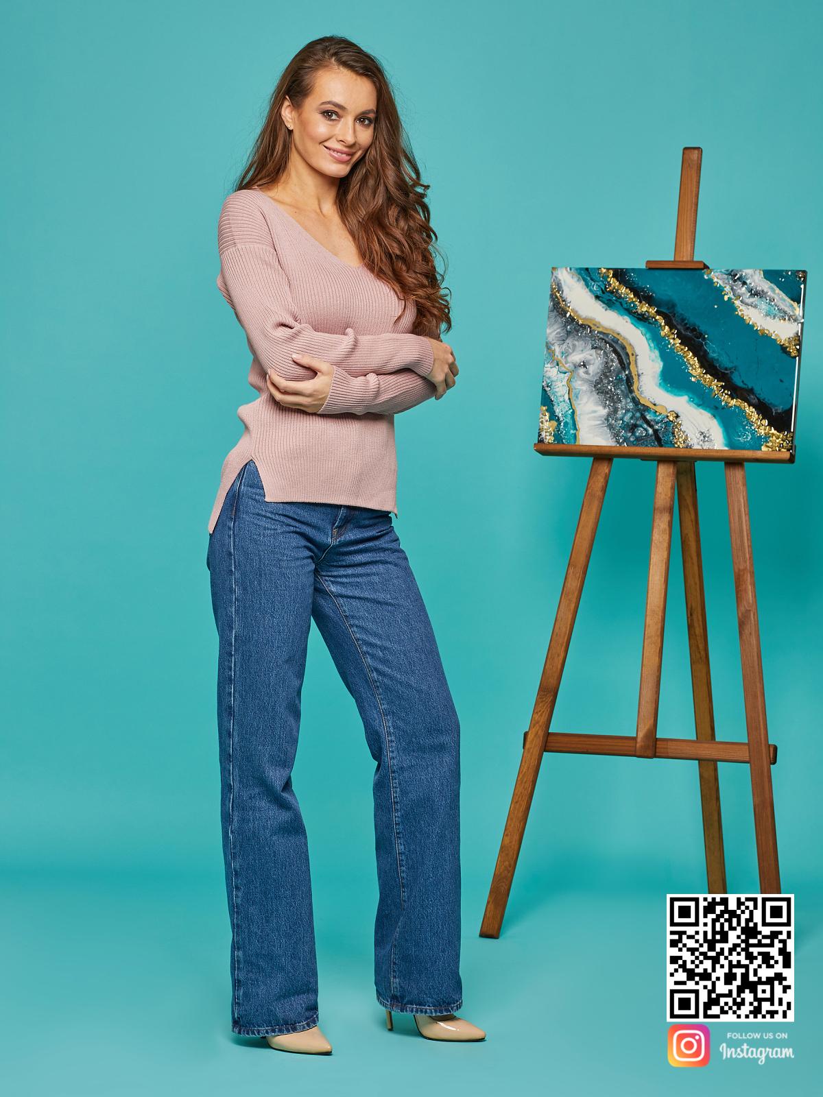 На шестой фотографии модный розовый пуловер для девушек и женщин от Shapar, бренда вязаной одежды ручной работы в интернет-магазине связанных спицами вещей.