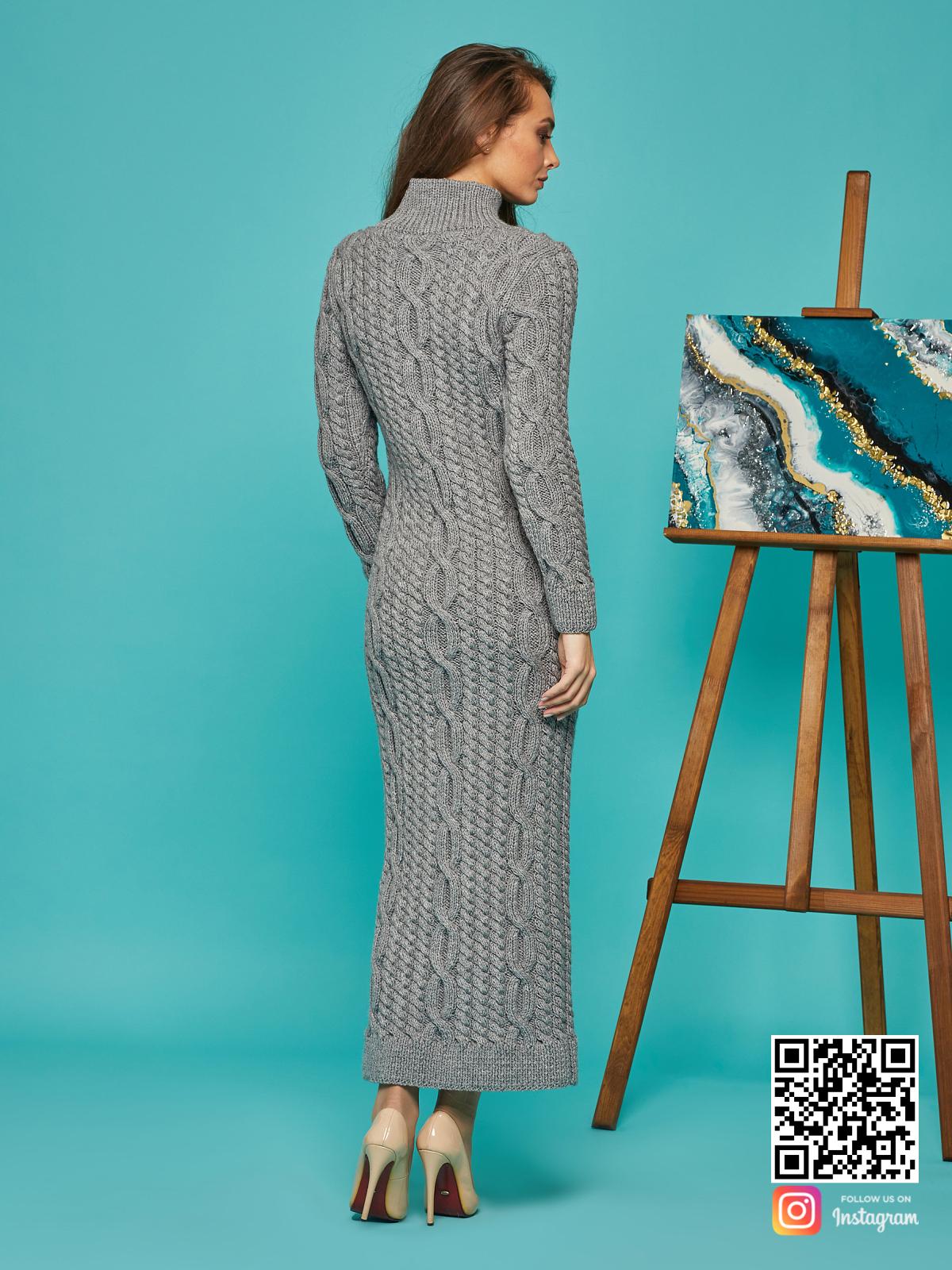На второй фотографии серое теплое платье со спины от Shapar, бренда вязаной одежды ручной работы в интернет-магазине связанных спицами вещей.