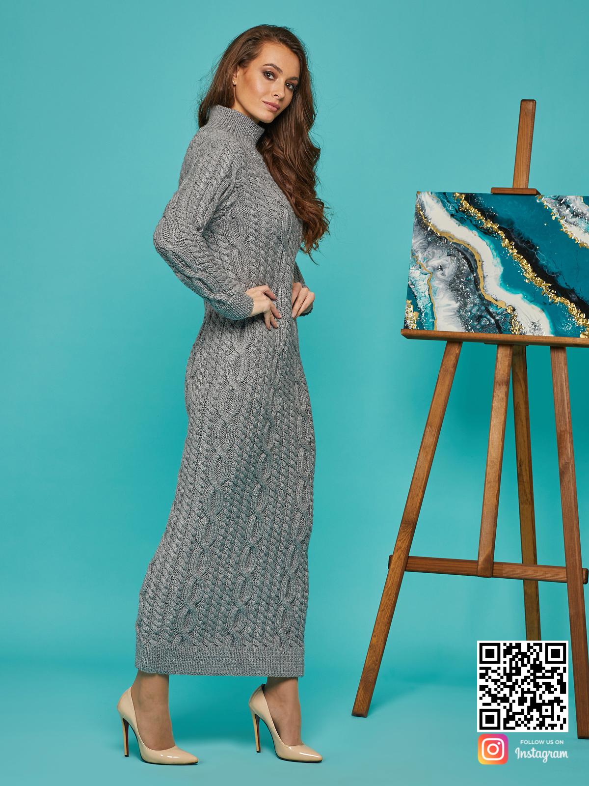 На четвертой фотографии длинное серое теплое платье от Shapar, бренда вязаной одежды ручной работы в интернет-магазине связанных спицами вещей.