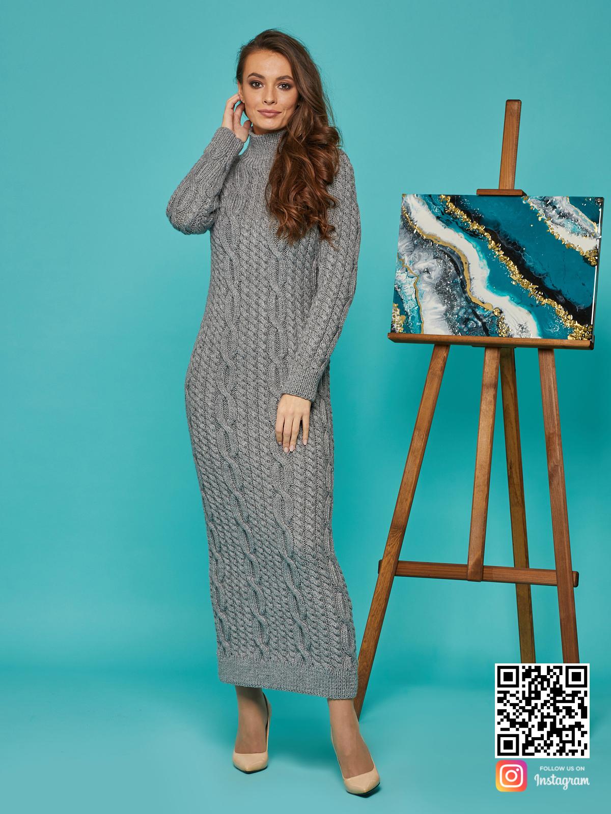 На пятой фотографии шерстяное теплое платье серого цвета от Shapar, бренда вязаной одежды ручной работы в интернет-магазине связанных спицами вещей.