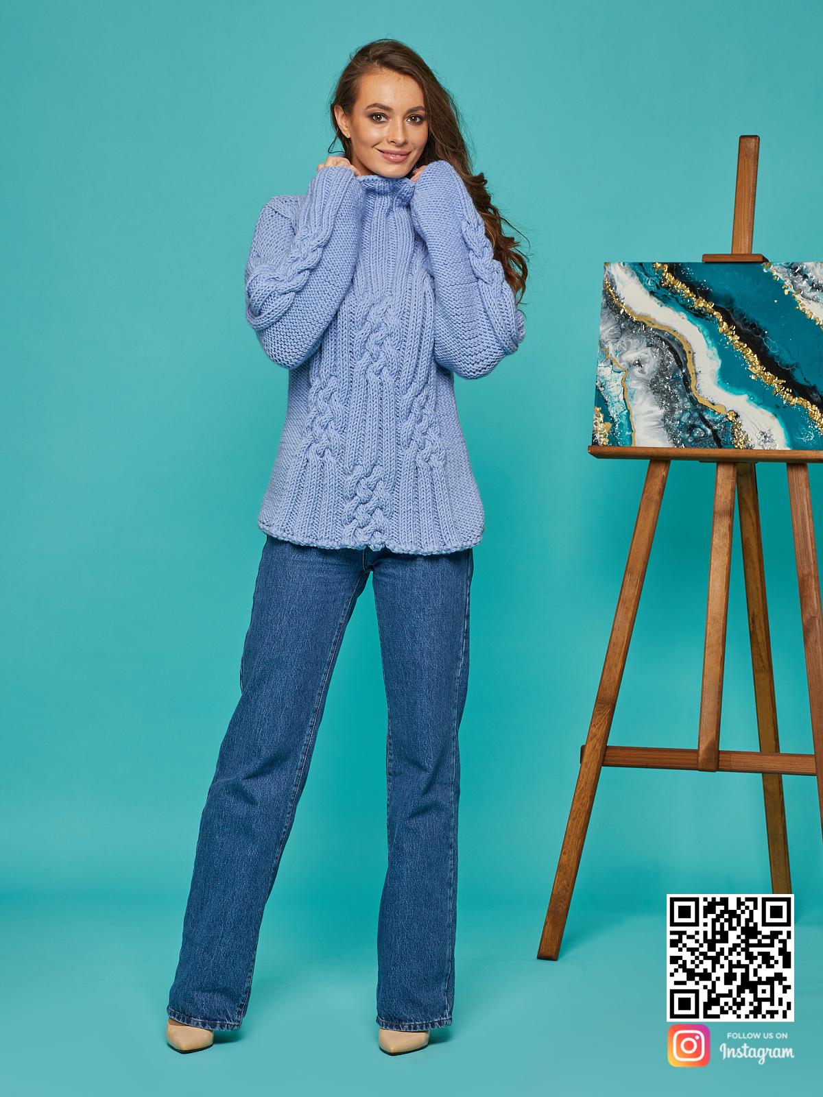 На шестой фотографии модный женский синий джемпер от Shapar, бренда вязаной одежды ручной работы в интернет-магазине вещей спицами.