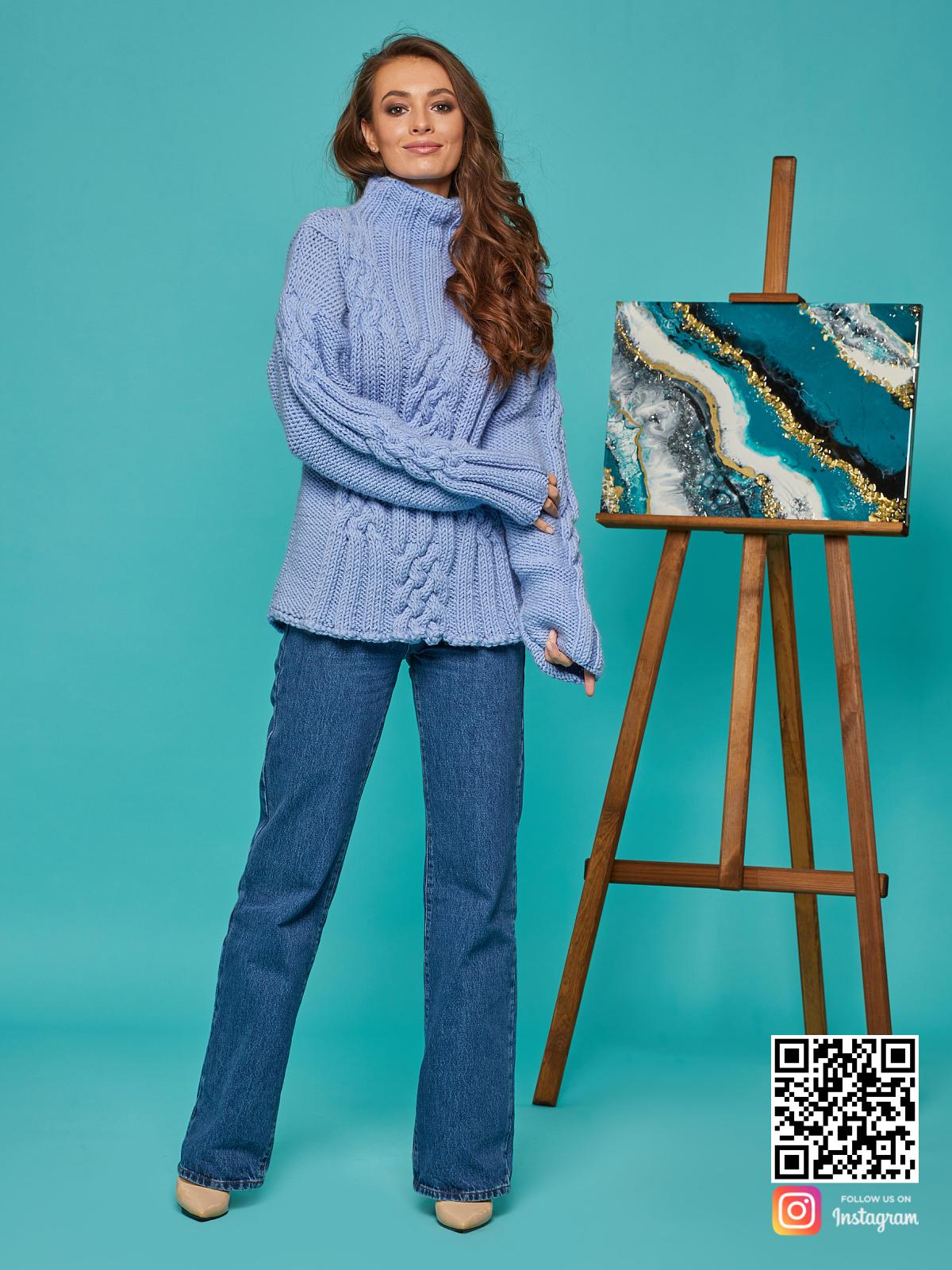 На третьей фотографии женский синий джемпер с воротником от Shapar, бренда вязаной одежды ручной работы в интернет-магазине вещей спицами.
