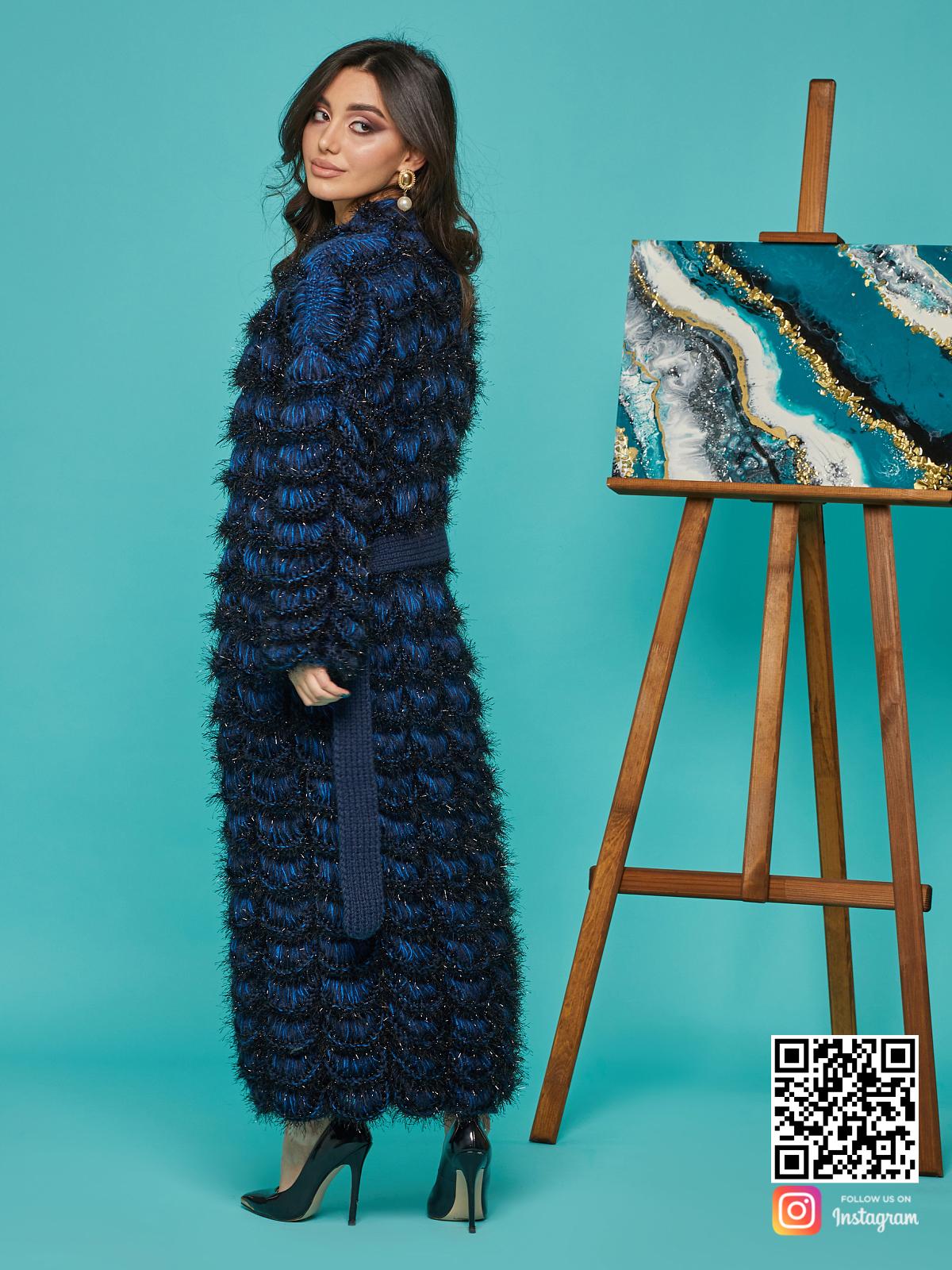 На пятой фотографии ажурный синий кардиган женский от Shapar, бренда вязаной одежды ручной работы в интернет-магазине связанных спицами вещей.