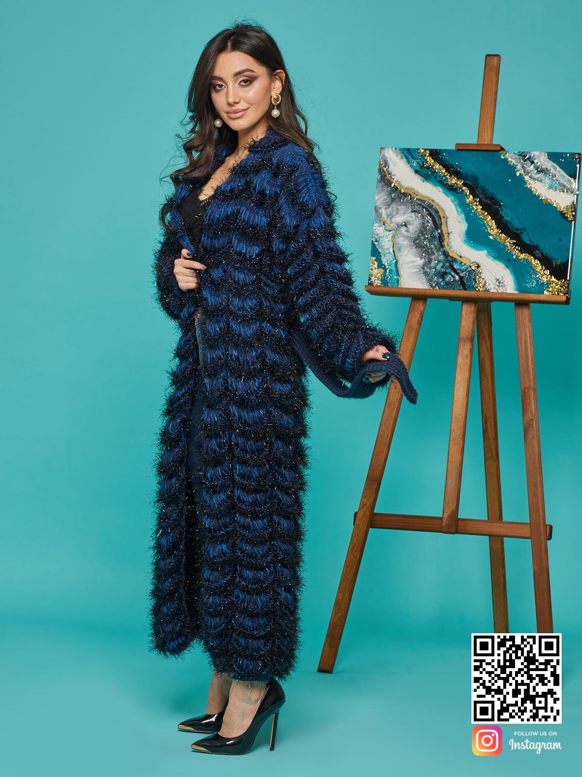На третьей фотографии синий кардиган женский с поясом от Shapar, бренда вязаной одежды ручной работы в интернет-магазине связанных спицами вещей.