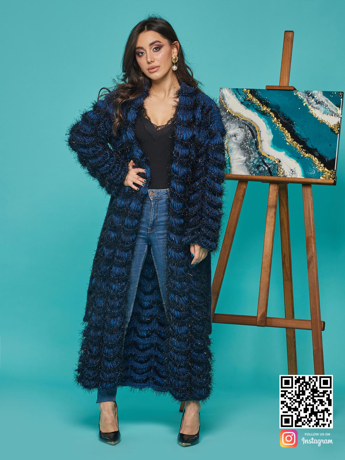 На шестой фотографии модный синий кардиган женский от Shapar, бренда вязаной одежды ручной работы в интернет-магазине связанных спицами вещей.