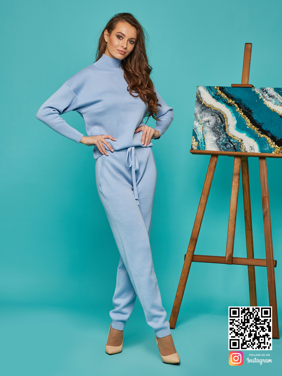 На седьмой фотографии элегантный спортивный костюм голубой от Shapar, бренда вязаной одежды ручной работы в интернет-магазине связанных спицами вещей.