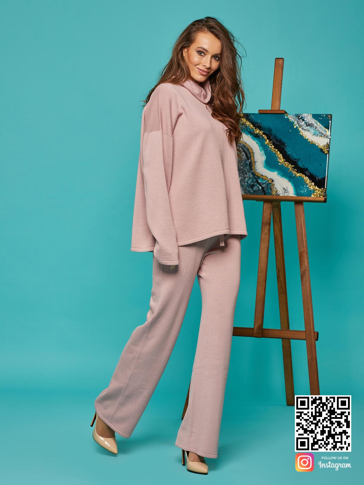 На пятой фотографии элегантный спортивный костюм женский оверсайз от Shapar, бренда вязаной одежды ручной работы в интернет-магазине связанных спицами вещей.