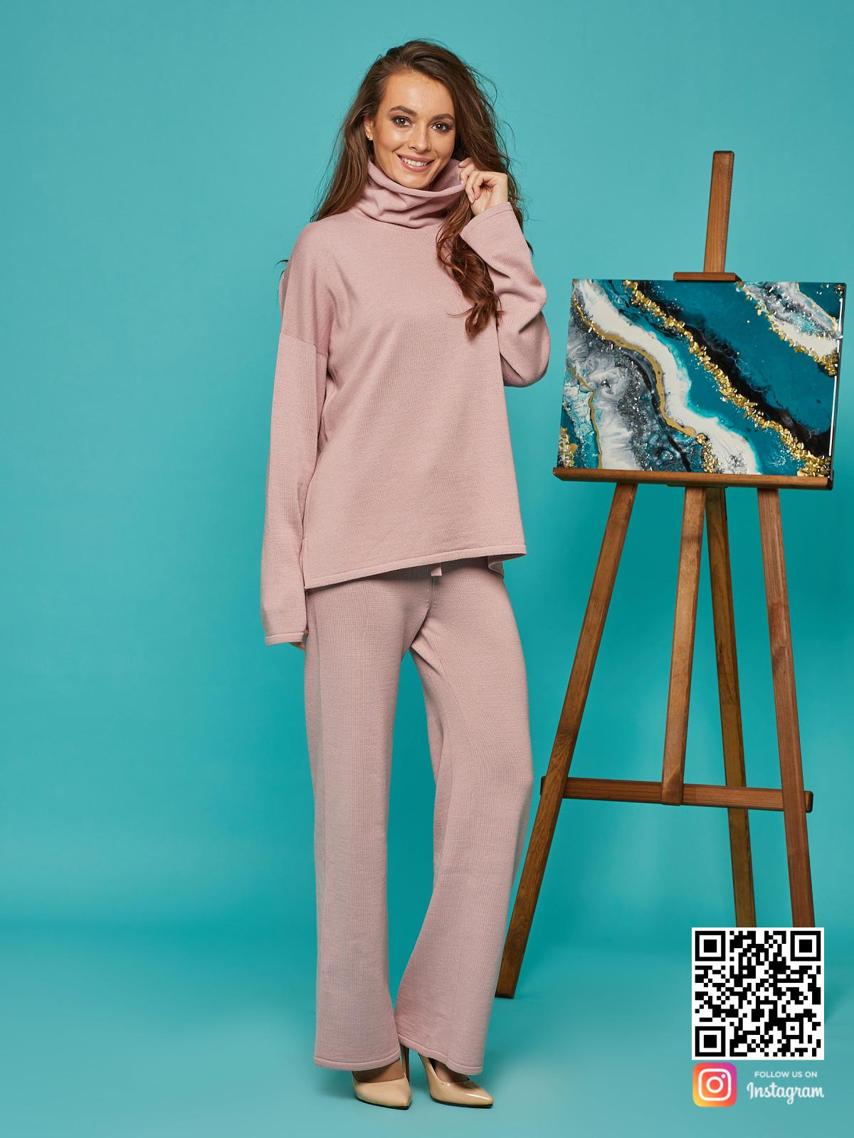 На седьмой фотографии повседневный костюм женский оверсайз от Shapar, бренда вязаной одежды ручной работы в интернет-магазине связанных спицами вещей.