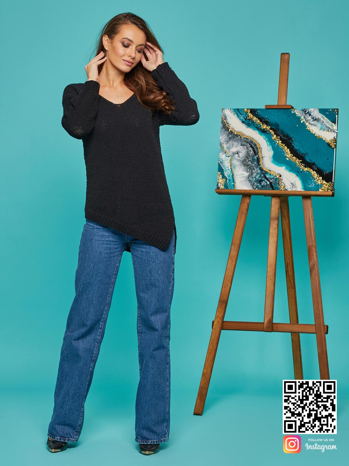 На шестой фотографии модный свитер на лето для девушек и женщин от Shapar, бренда вязаной одежды ручной работы в интернет-магазине связанных спицами вещей.
