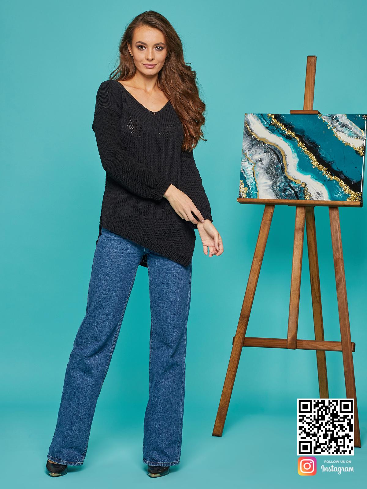 На пятой фотографии женский свитер на лето из хлопка от Shapar, бренда вязаной одежды ручной работы в интернет-магазине связанных спицами вещей.