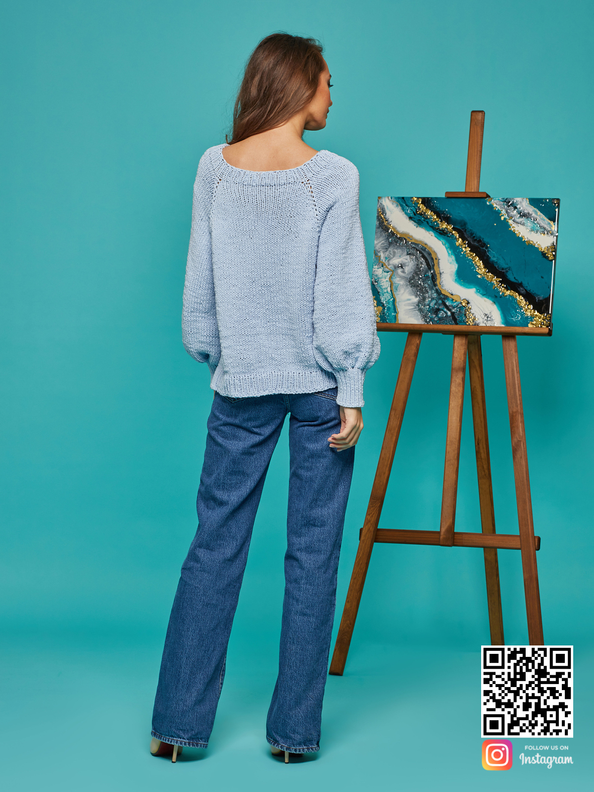 На второй фотографии свитер реглан для женщин со спины от Shapar, бренда вязаной одежды ручной работы в интернет-магазине связанных спицами вещей.