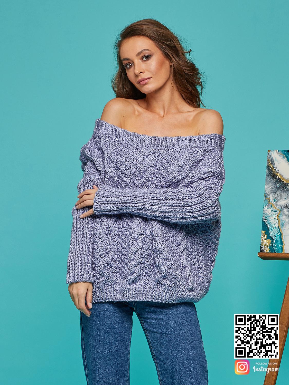На шестой фотографии свитер с косами для женщин с открытыми плечами от Shapar, бренда вязаной одежды ручной работы в интернет-магазине связанных спицами вещей.