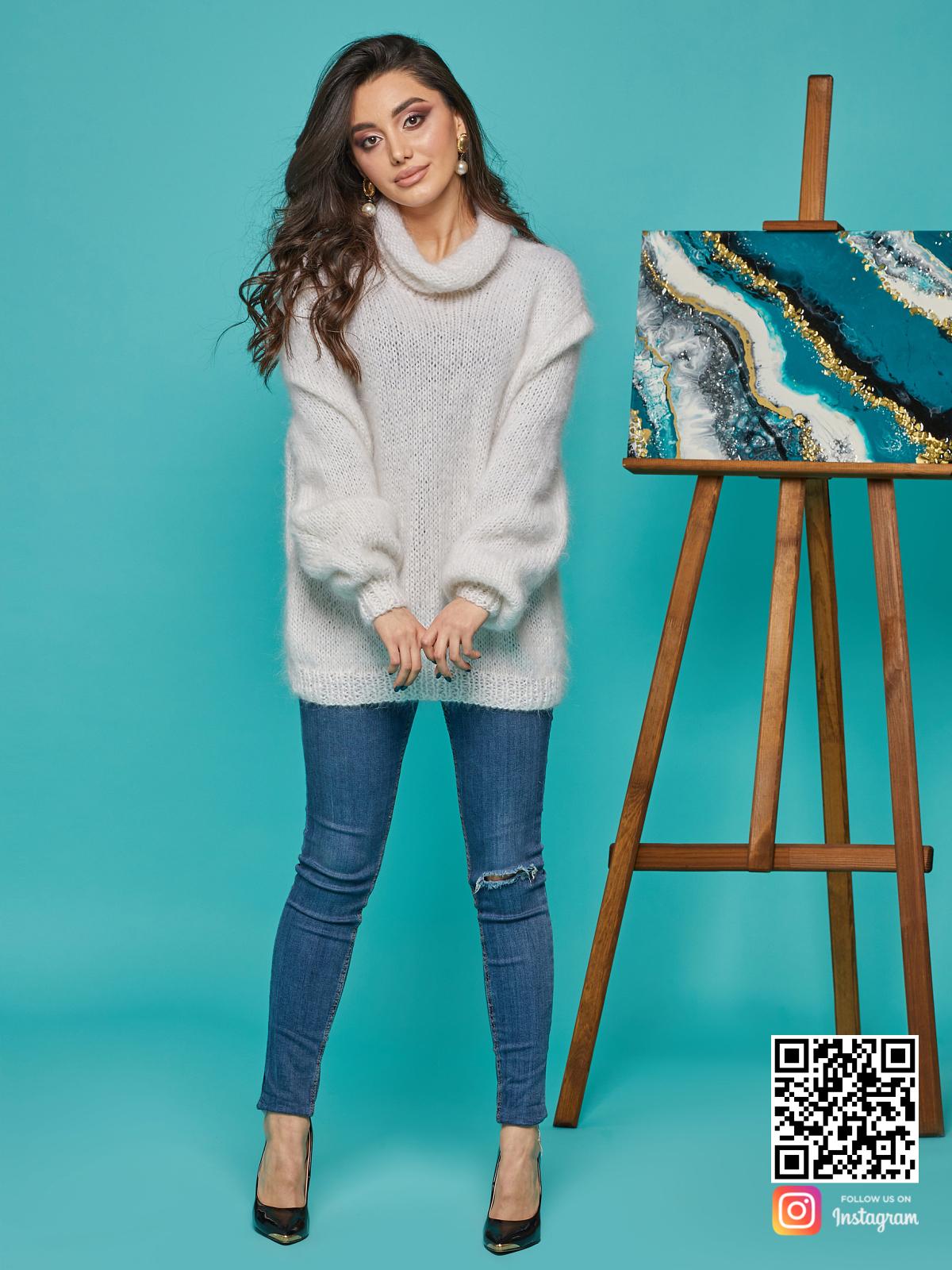 На пятой фотографии мохеровый свитер с воротником женский от Shapar, бренда вязаной одежды ручной работы в интернет-магазине связанных спицами вещей.
