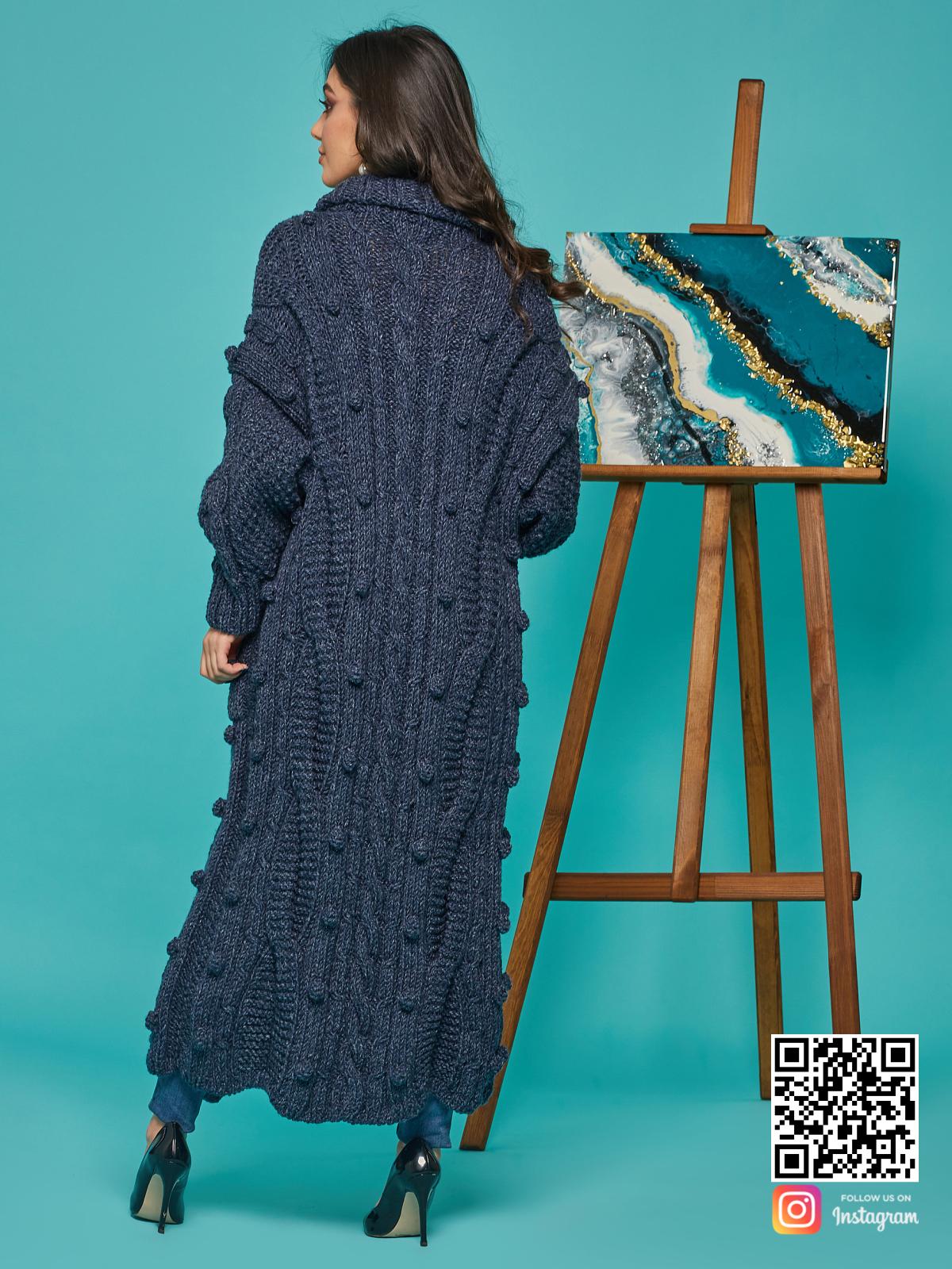 На второй фотографии женский твидовый кардиган со спины от Shapar, бренда вязаной одежды ручной работы в интернет-магазине связанных спицами вещей.