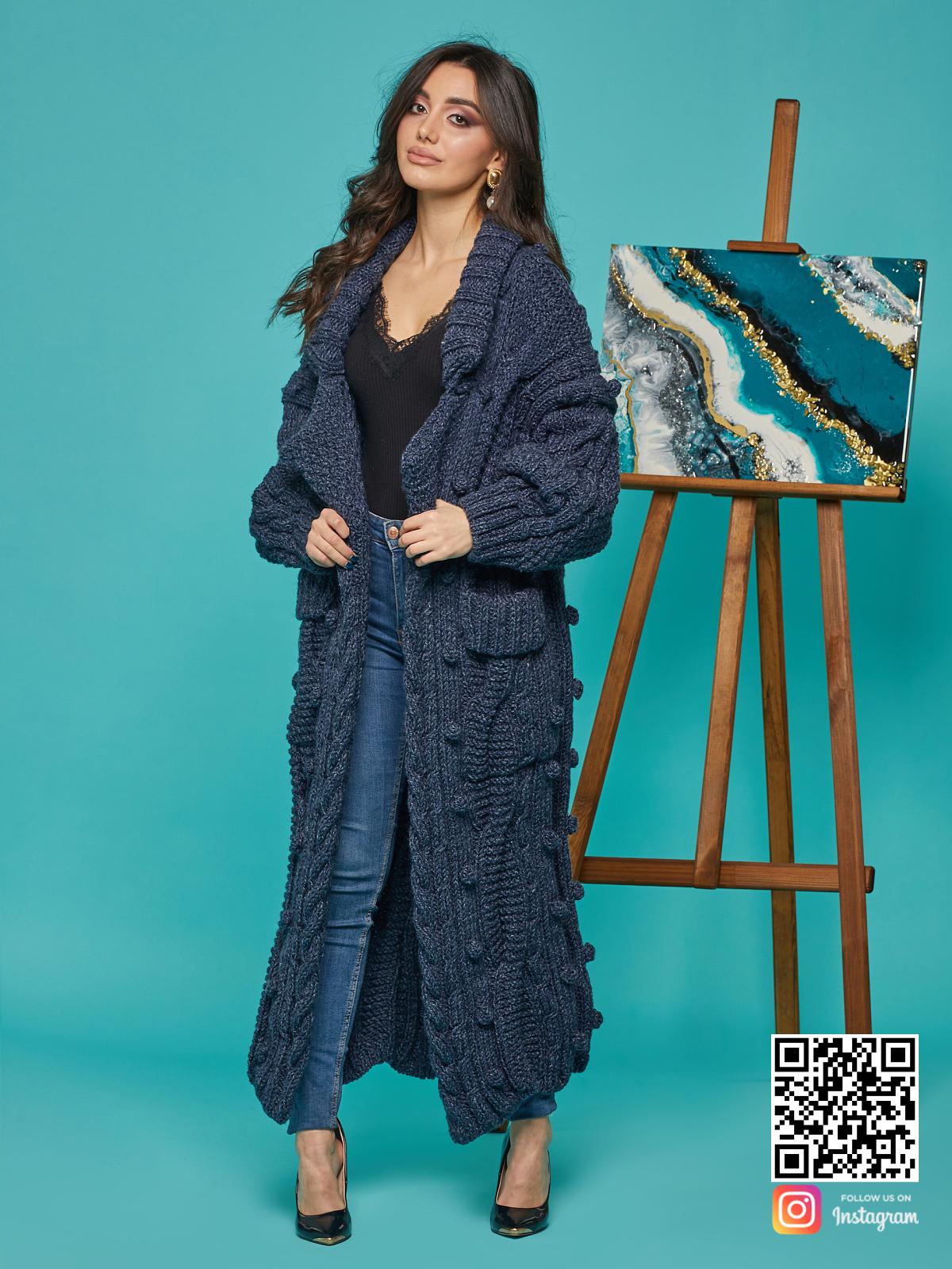На четвертой фотографии женский твидовый кардиган с поясом от Shapar, бренда вязаной одежды ручной работы в интернет-магазине связанных спицами вещей.