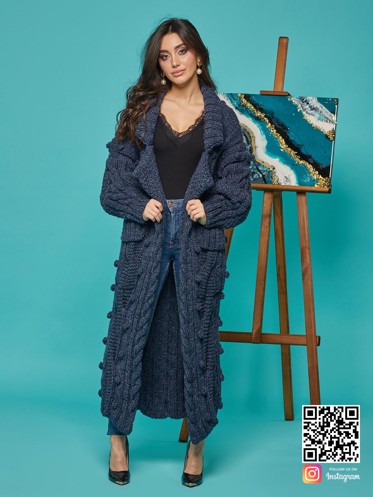 На третьей фотографии женский твидовый кардиган с карманами от Shapar, бренда вязаной одежды ручной работы в интернет-магазине связанных спицами вещей.