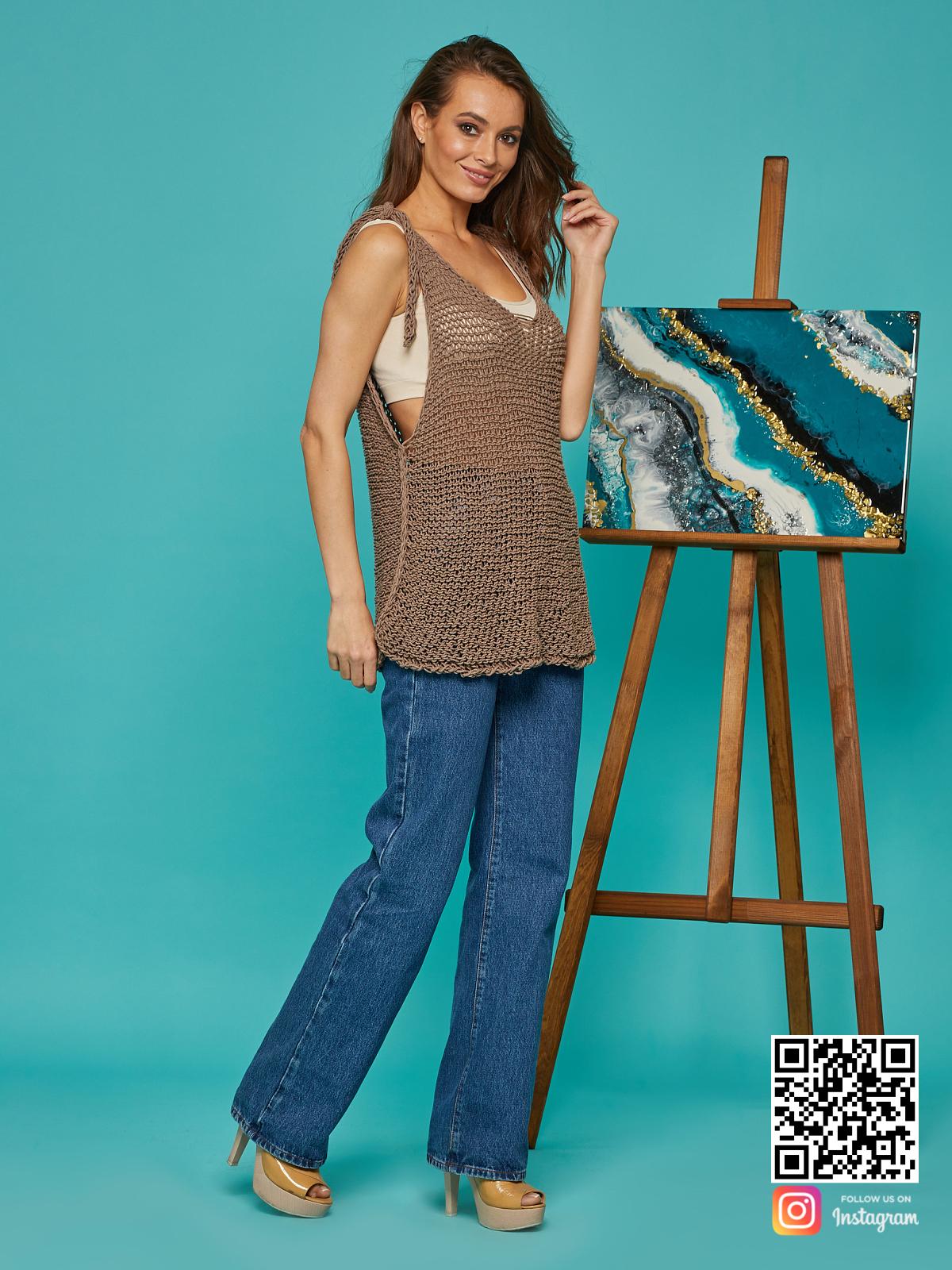 На третьей фотографии женская вязаная майка на завязках от Shapar, бренда одежды ручной работы в интернет-магазине связанных спицами вещей.