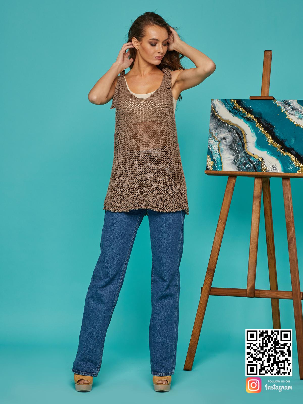 На шестой фотографии летняя вязаная майка из хлопка от Shapar, бренда одежды ручной работы в интернет-магазине связанных спицами вещей.