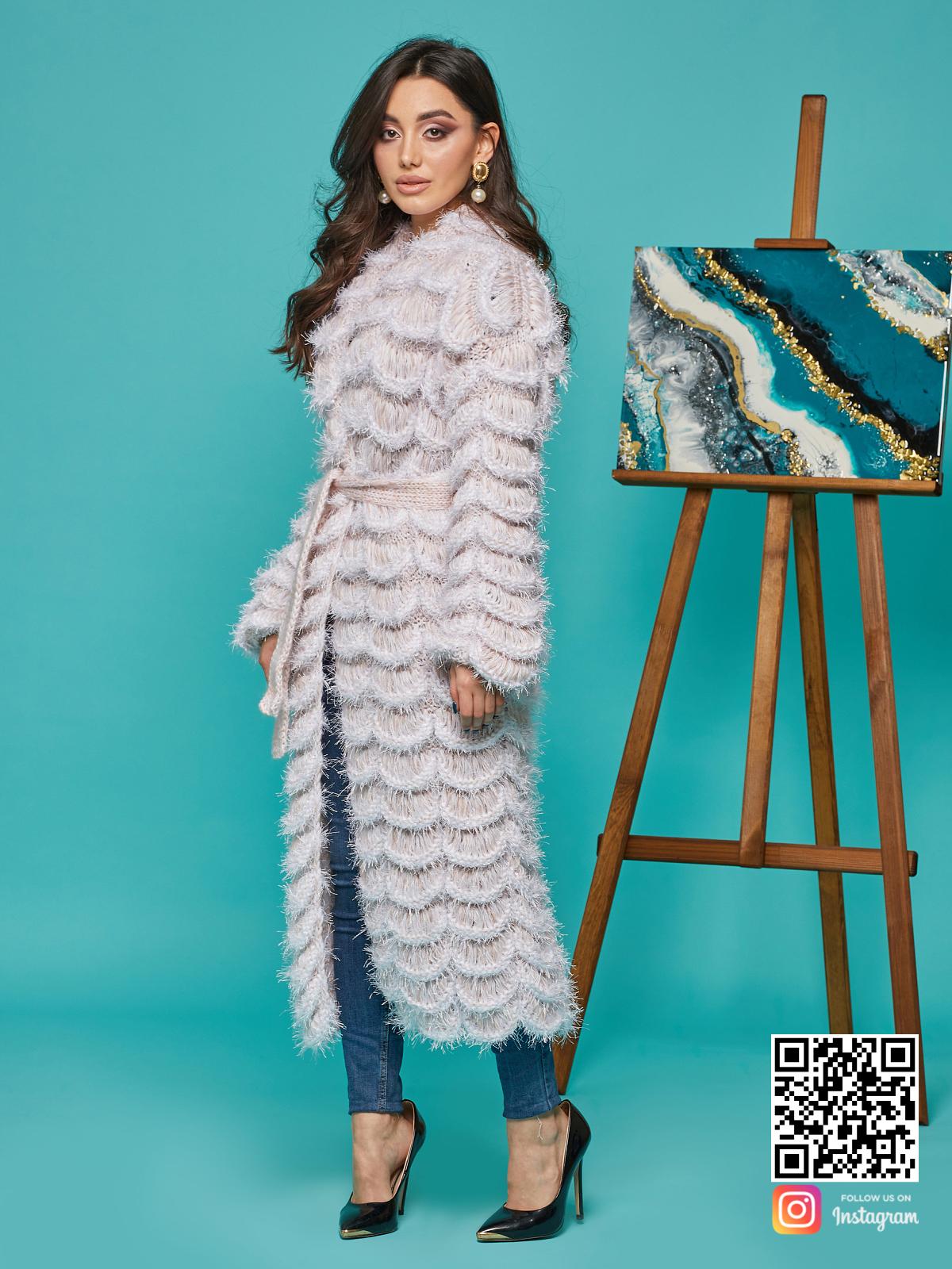 На третьей фотографии ажурный кардиган женский с поясом от Shapar, бренда вязаной одежды ручной работы в интернет-магазине связанных спицами вещей.