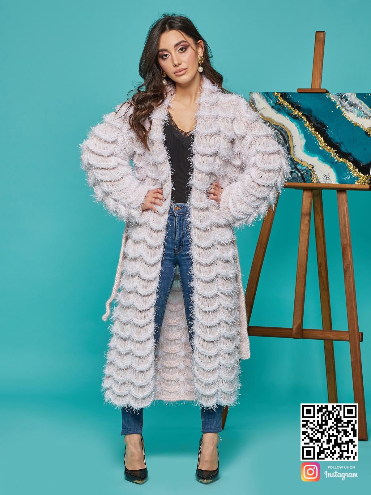 На шестой фотографии модный ажурный кардиган женский бежевого цвета от Shapar, бренда вязаной одежды ручной работы в интернет-магазине связанных спицами вещей.
