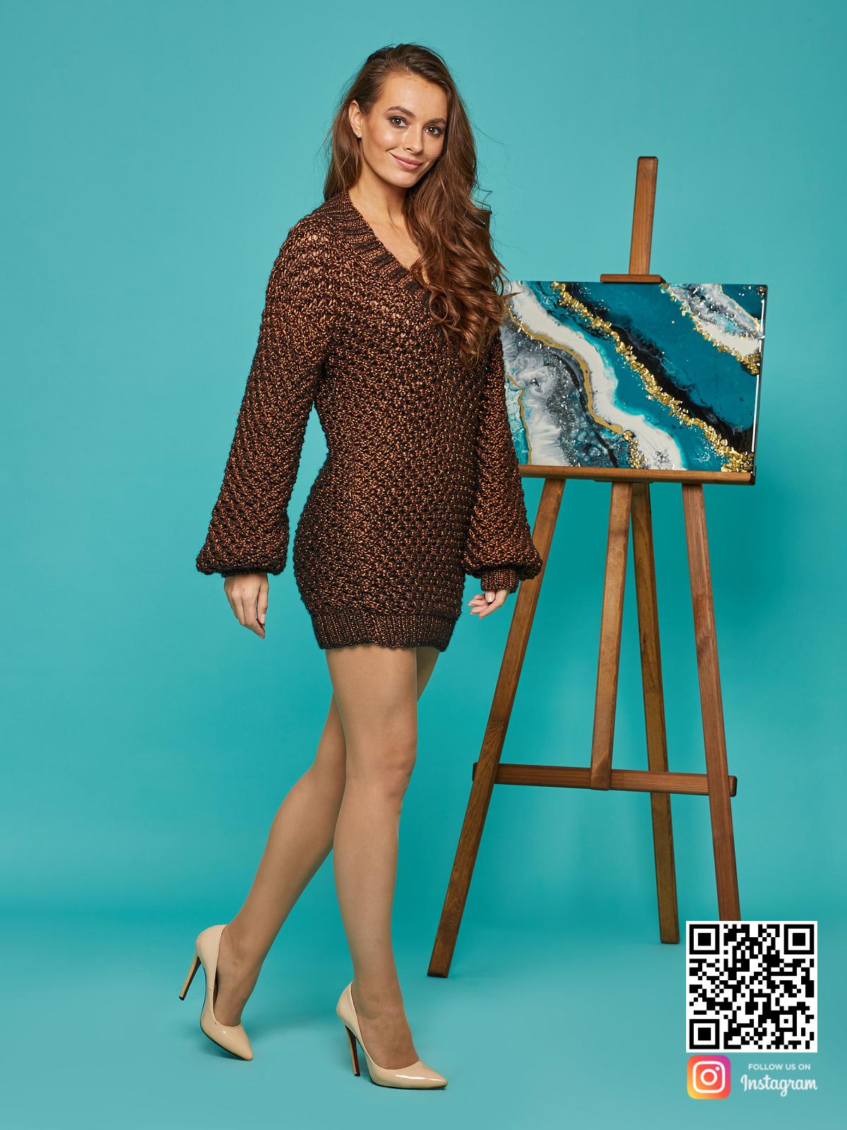 На третьей фотографии длинный женский свитер оверсайз спицами от Shapar, бренда вязаной одежды ручной работы в интернет-магазине связанных вещей.