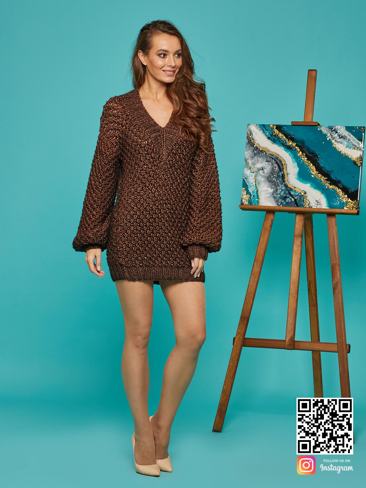 На четвертой фотографии женский свитер-платье оверсайз спицами от Shapar, бренда вязаной одежды ручной работы в интернет-магазине связанных вещей.