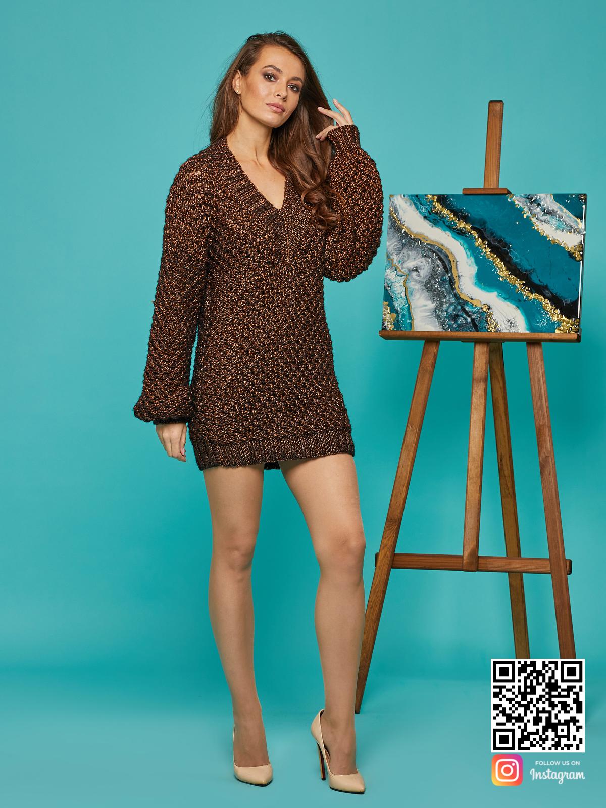 На шестой фотографии модный женский свитер оверсайз спицами от Shapar, бренда вязаной одежды ручной работы в интернет-магазине связанных вещей.