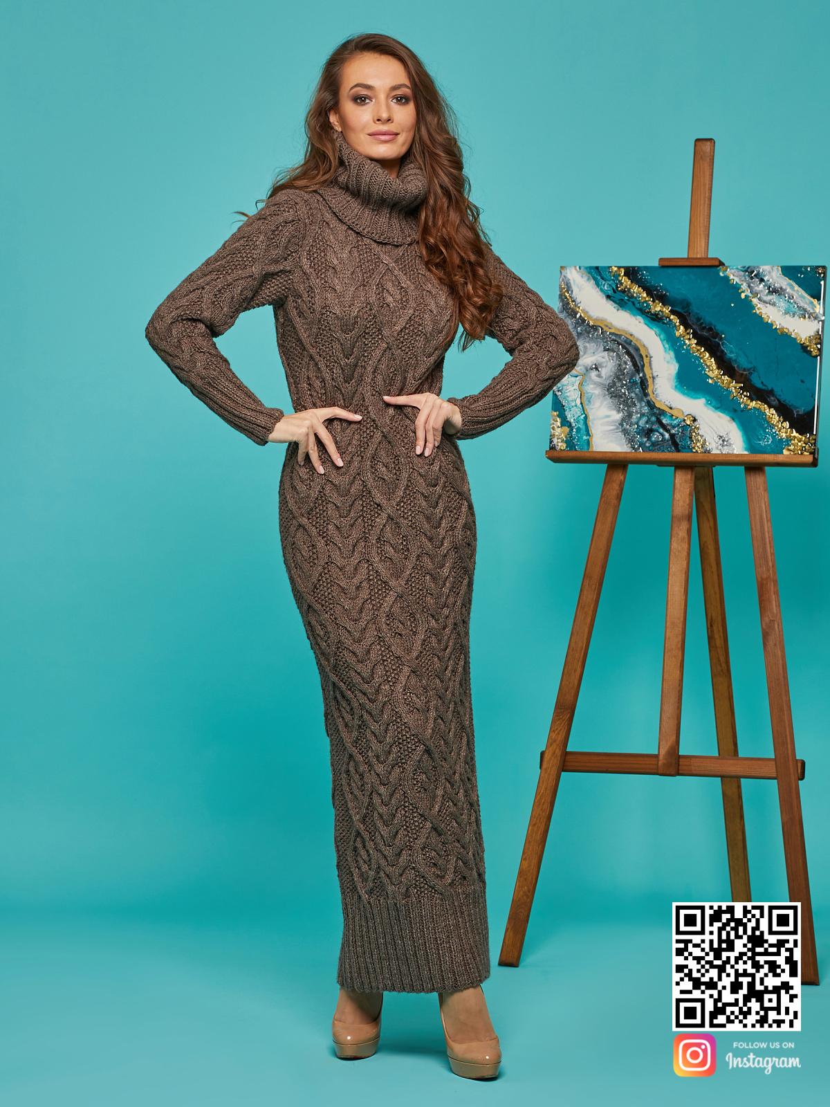 На шестой фотографии зимнее вязаное платье коричневого цвета от Shapar, бренда женской одежды ручной работы в интернет-магазине связанных спицами вещей.
