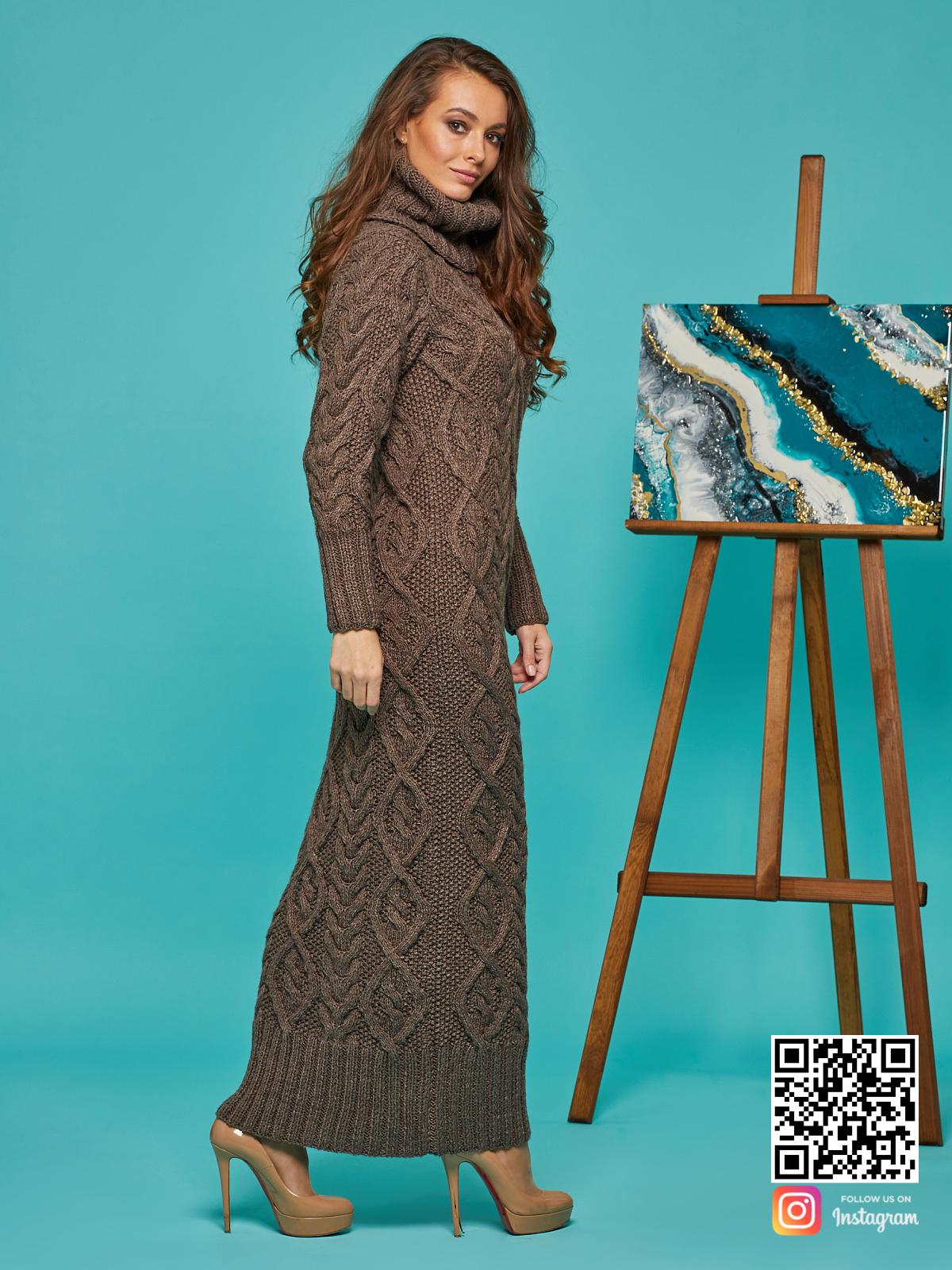 На третьей фотографии длинное зимнее вязаное платье от Shapar, бренда женской одежды ручной работы в интернет-магазине связанных спицами вещей.