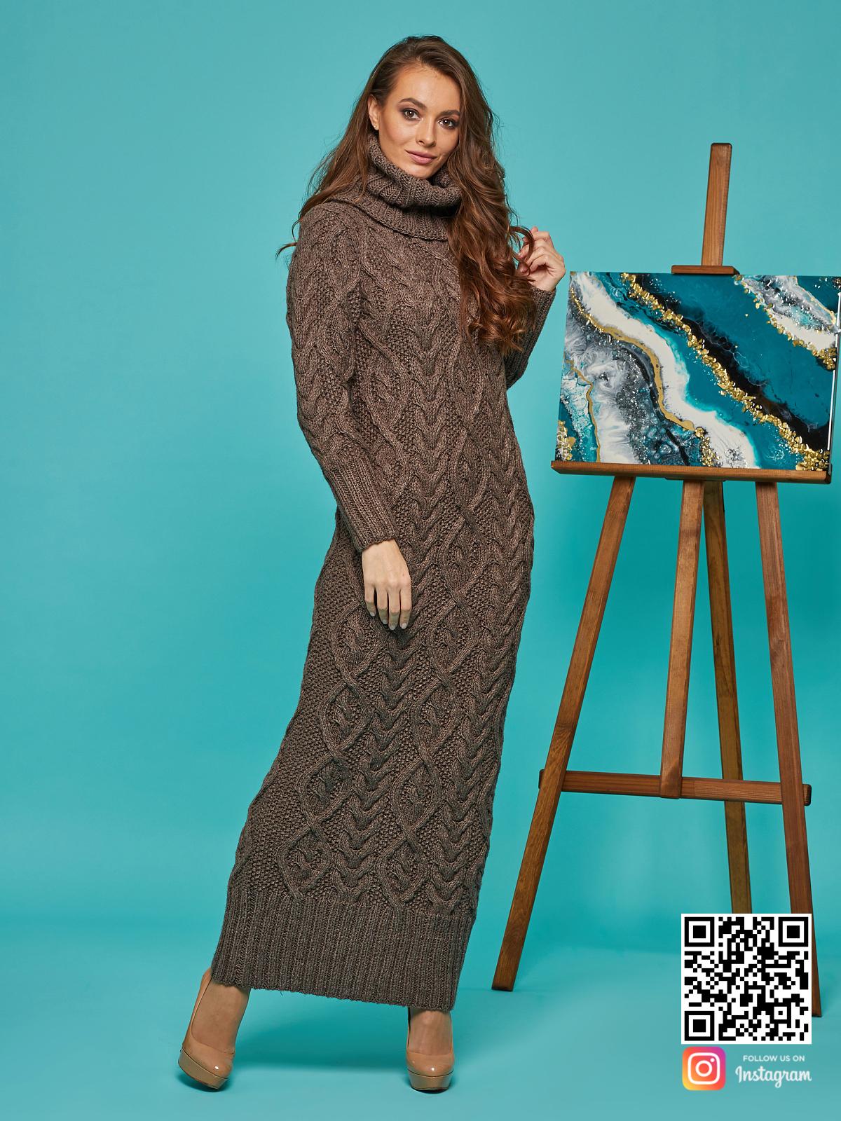На четвертой фотографии теплое зимнее вязаное платье от Shapar, бренда женской одежды ручной работы в интернет-магазине связанных спицами вещей.