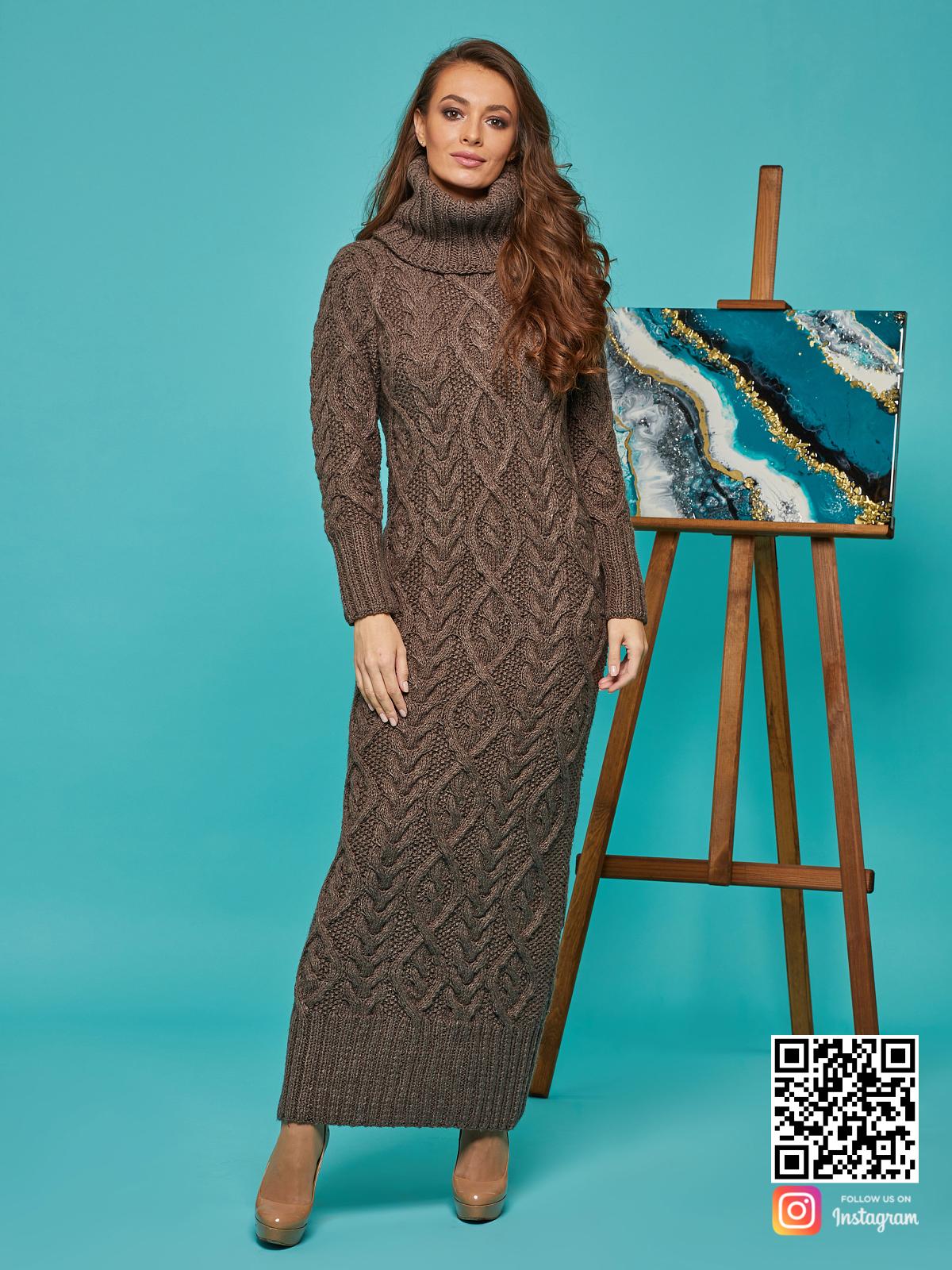 На пятой фотографии коричневое зимнее вязаное платье с воротником от Shapar, бренда женской одежды ручной работы в интернет-магазине связанных спицами вещей.