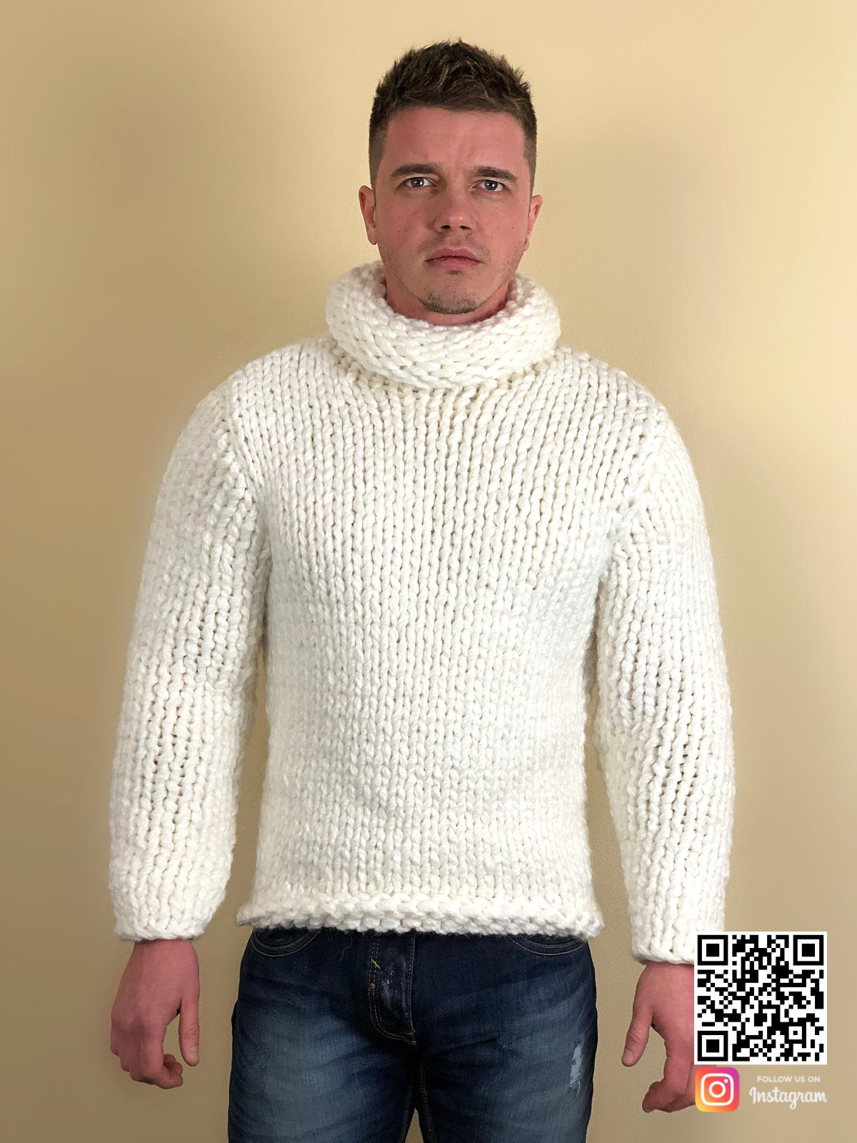 На шестой фотографии зимний белый свитер с горлом мужской от Shapar, бренда вязаной одежды ручной работы в интернет-магазине связанных спицами вещей.