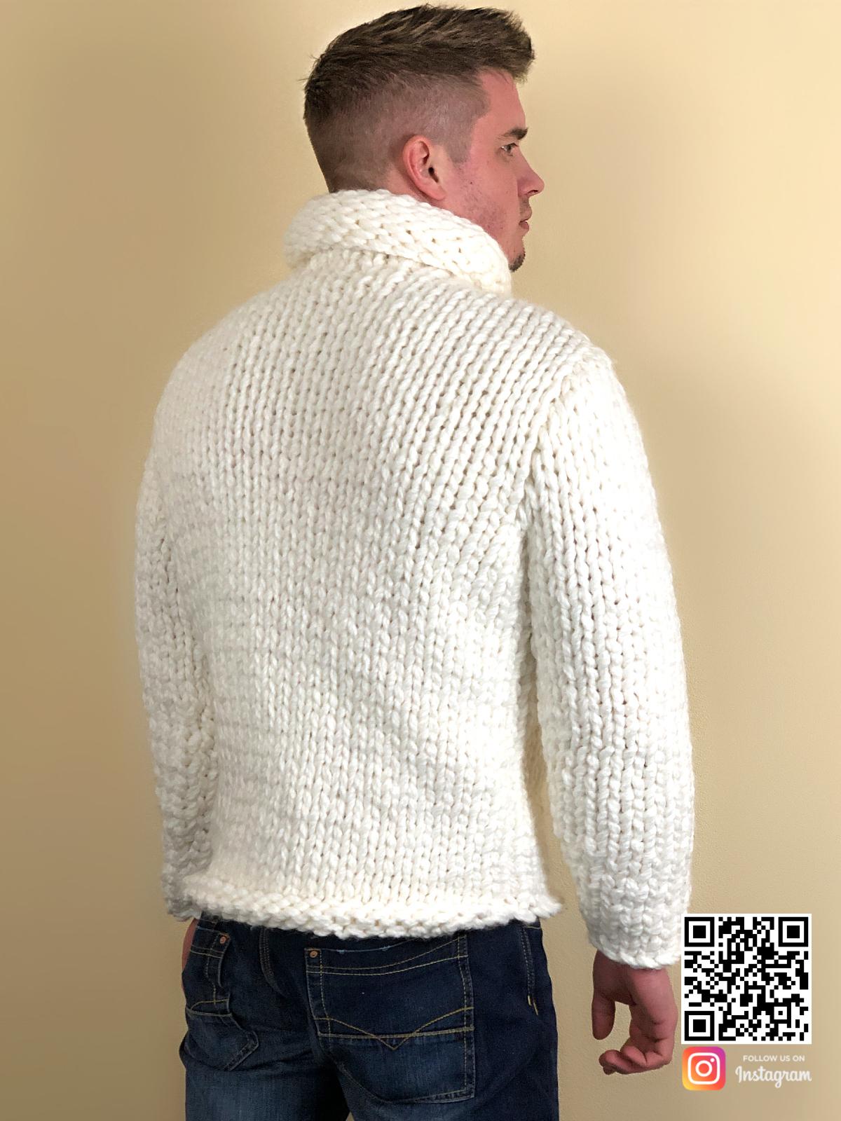 На третьей фотографии белый свитер с горлом мужской со спины от Shapar, бренда вязаной одежды ручной работы в интернет-магазине связанных спицами вещей.