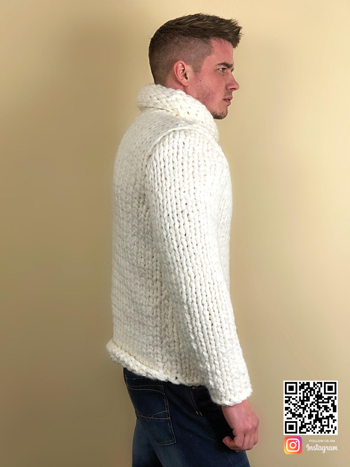 На пятой фотографии белый свитер с горлом мужской крупной вязки от Shapar, бренда вязаной одежды ручной работы в интернет-магазине связанных спицами вещей.