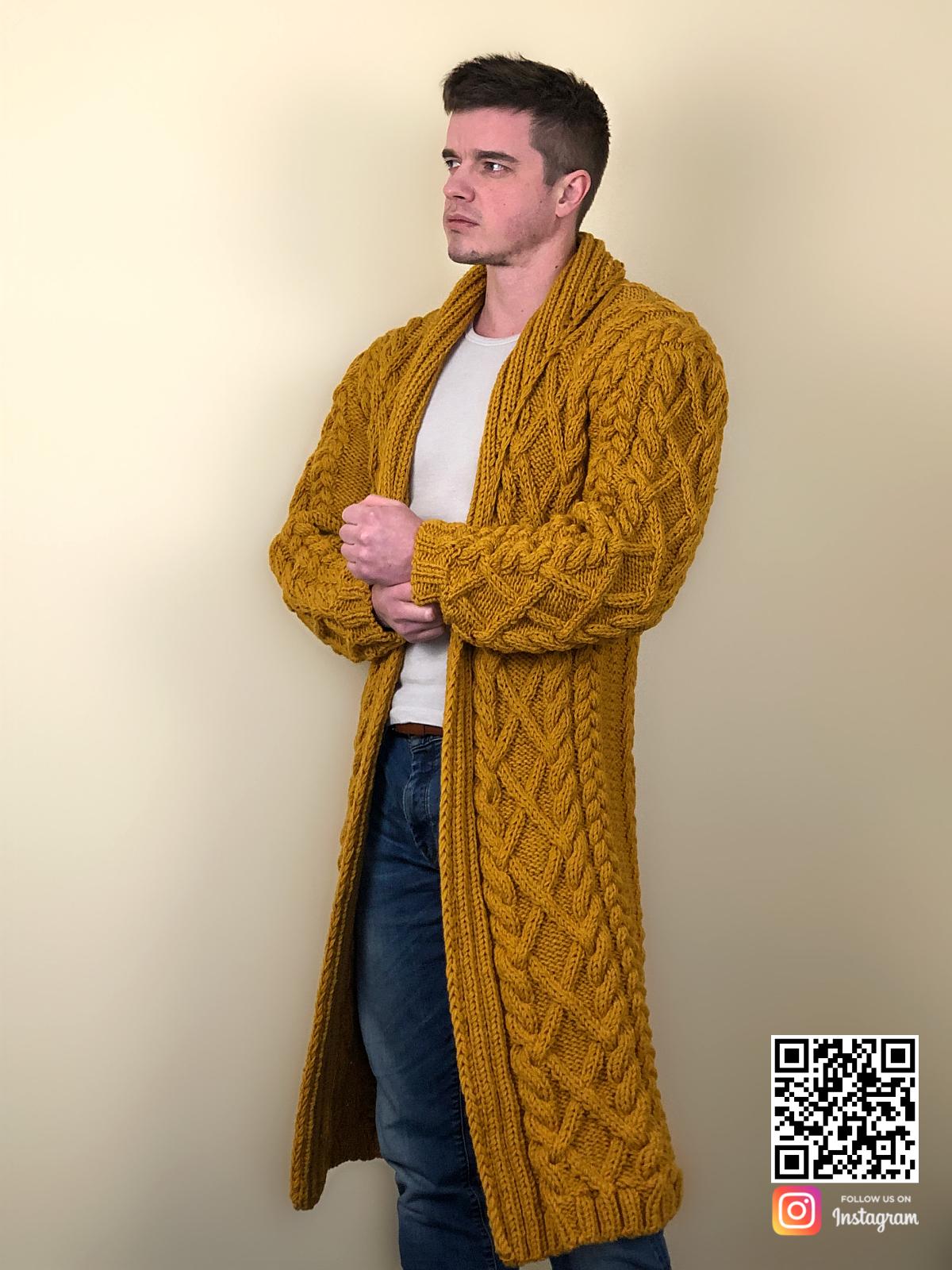 На третьей фотографии мужской стильный кардиган горчичного цвета от Shapar, бренда вязаной одежды ручной работы в интернет-магазине связанных спицами вещей.